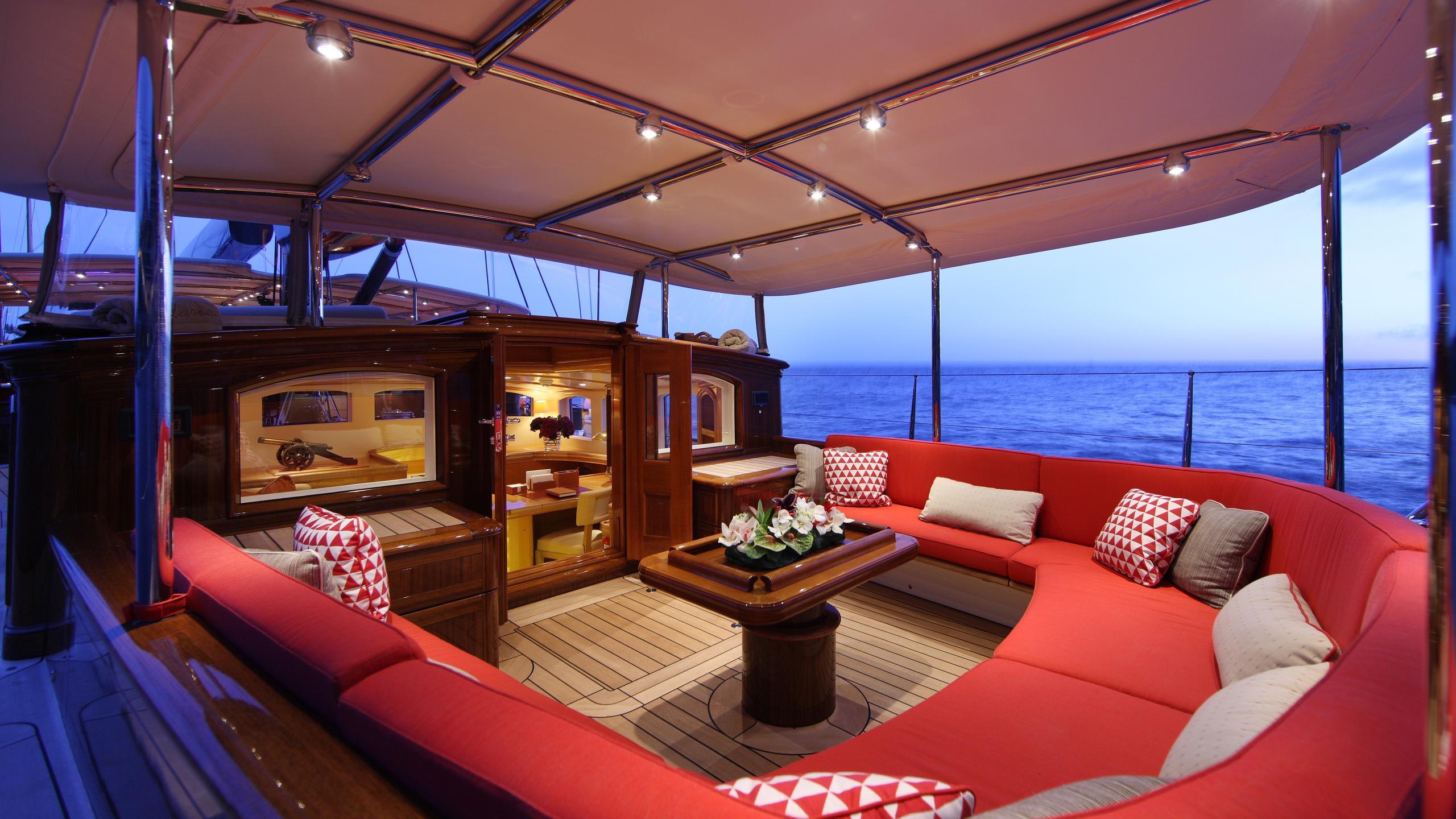 marie-yacht-aft-seating
