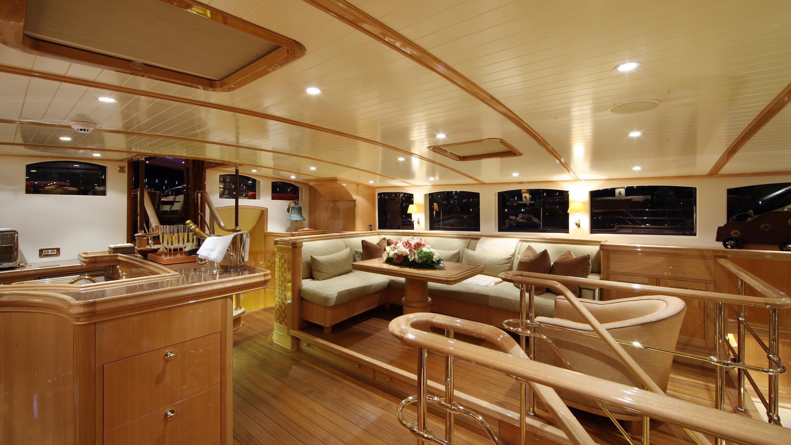 marie-yacht-lounge