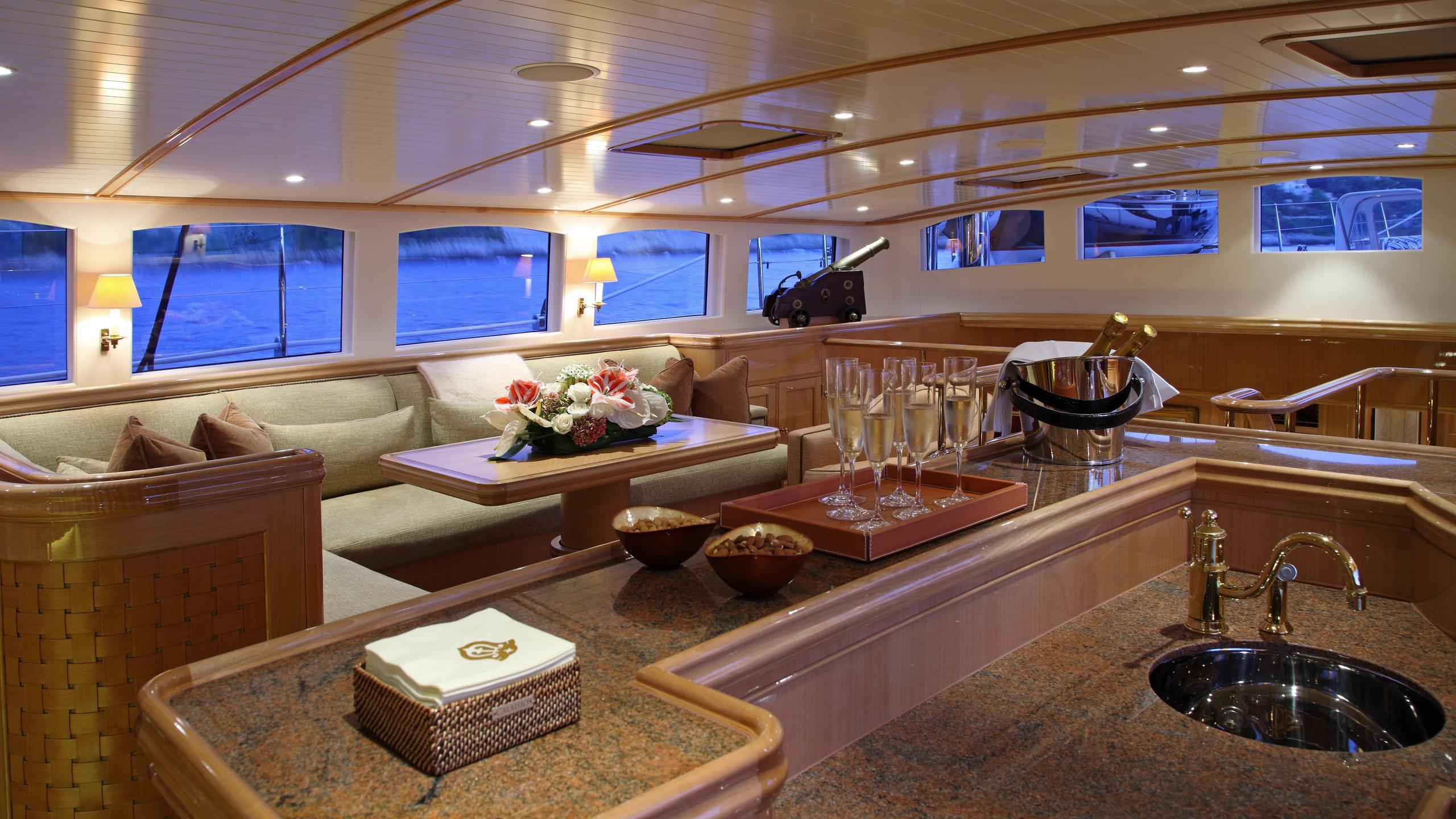 marie-yacht-bar