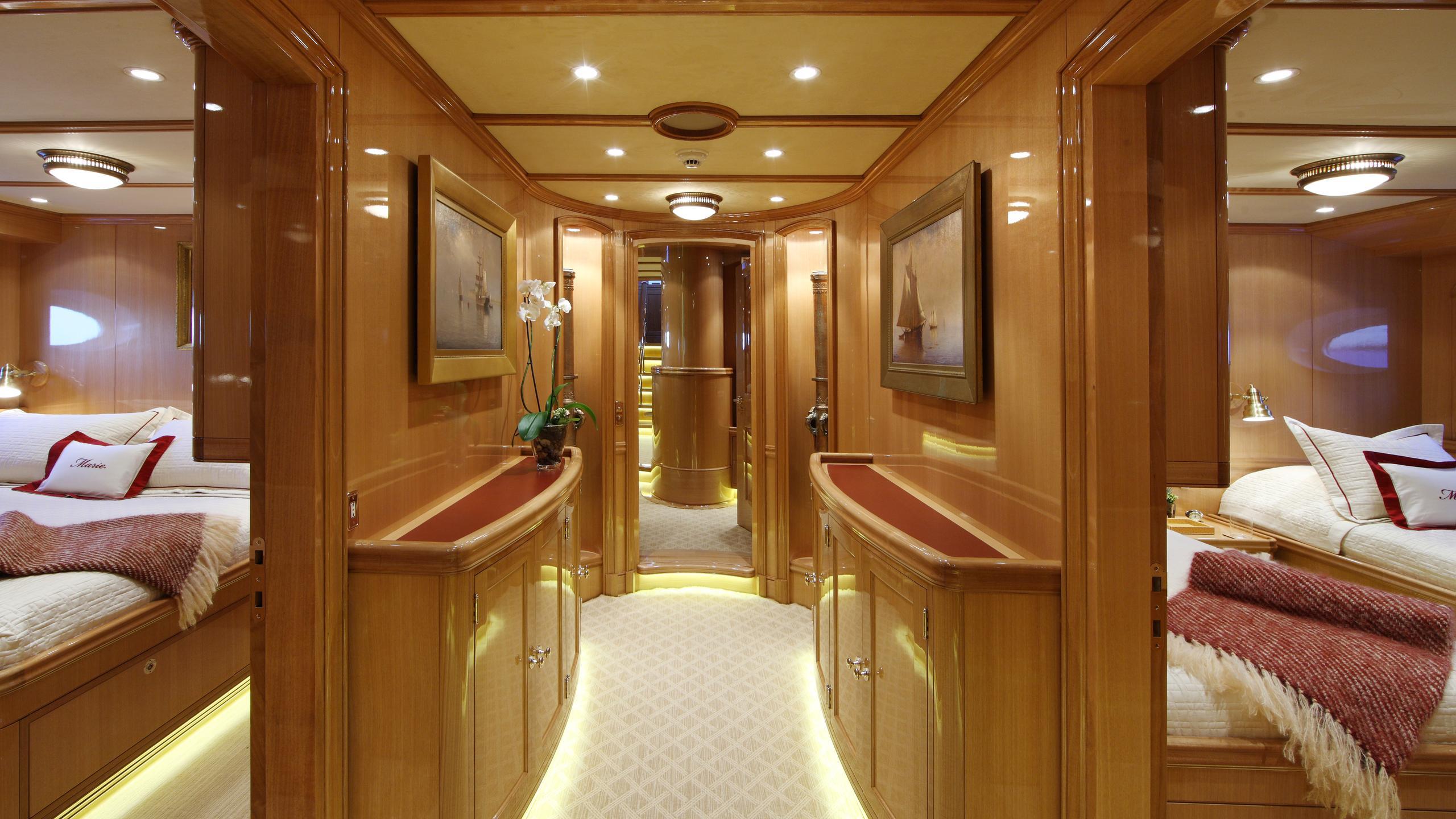 marie-yacht-hallway