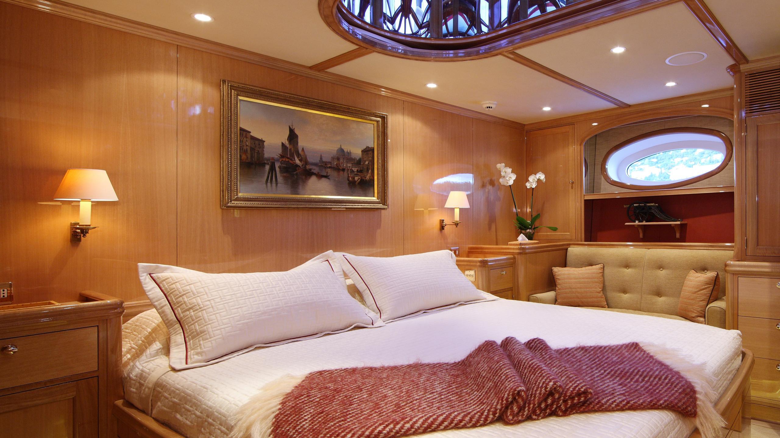 marie-yacht-vip-cabin