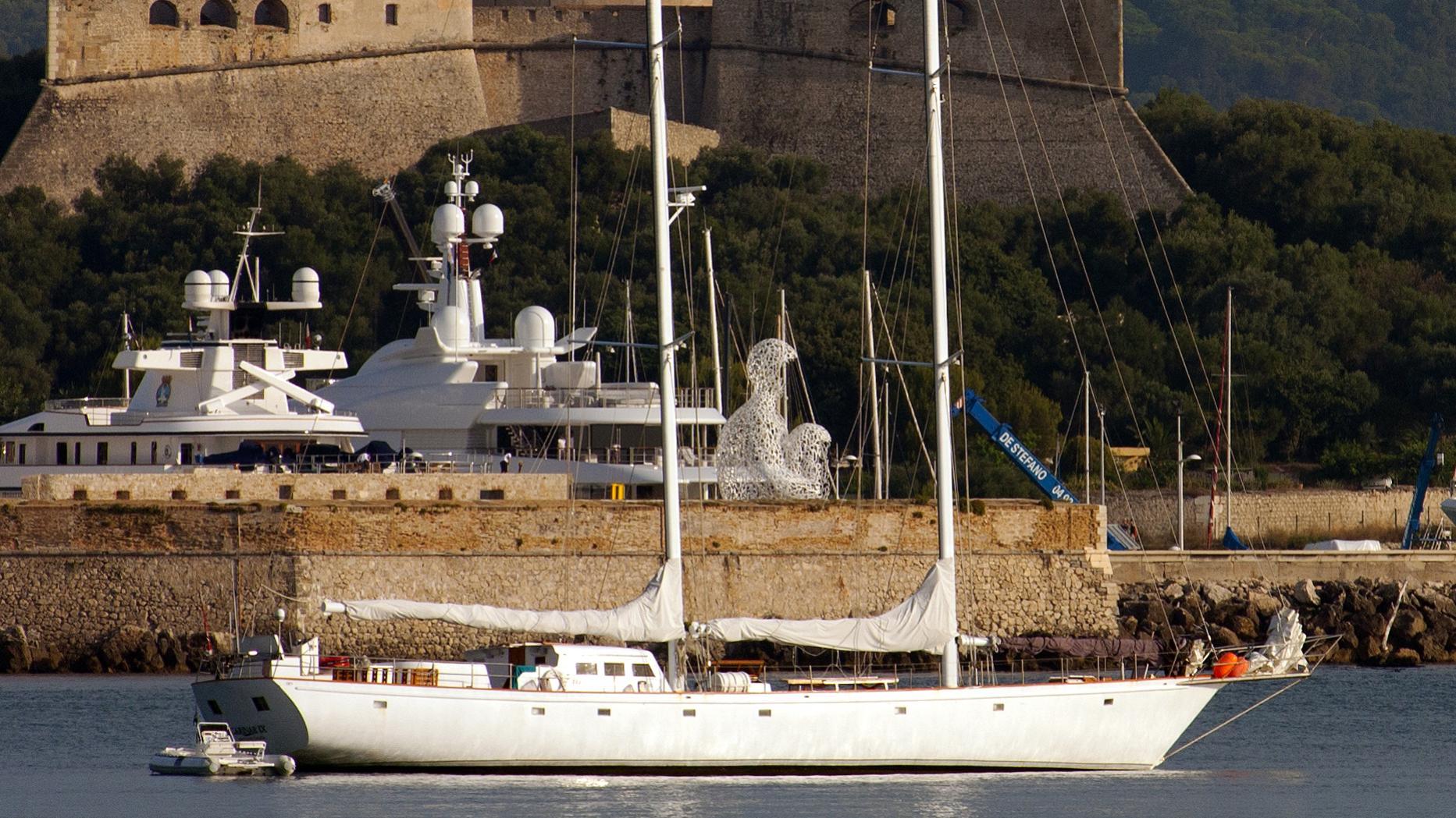 carinae-ix-yacht-exterior