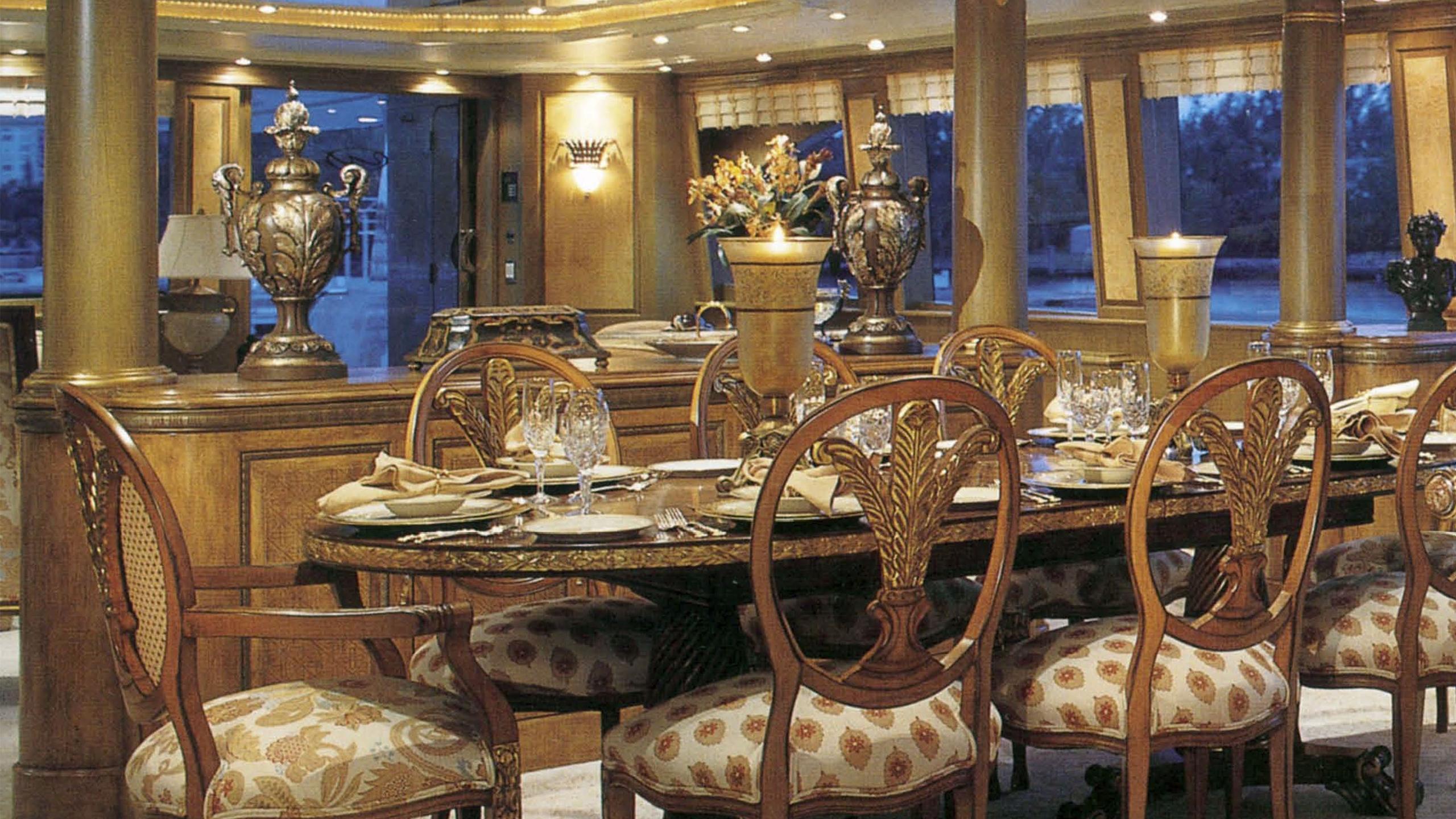 mona-liza-yacht-dining