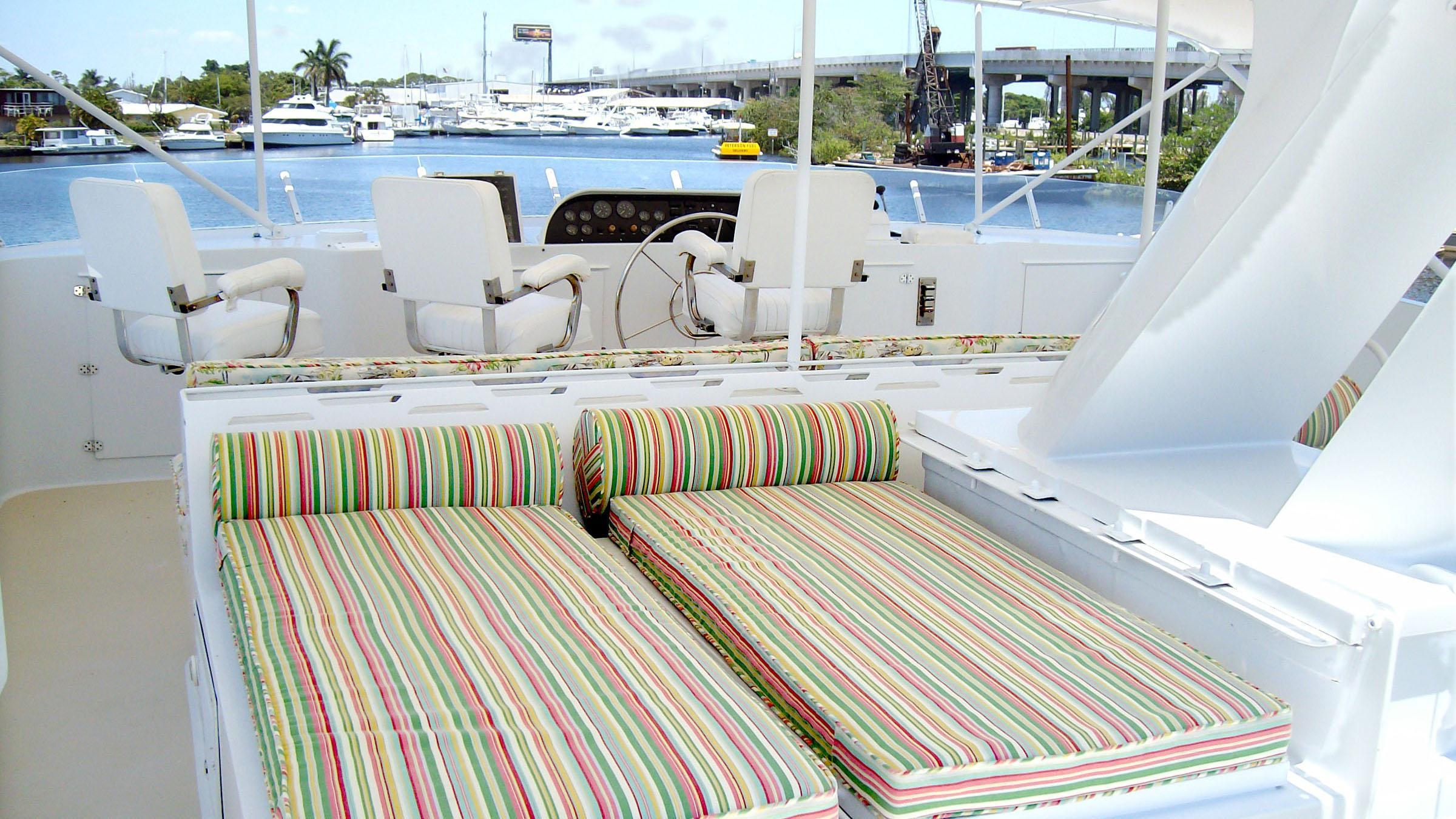 clarissa-yacht-upper-deck