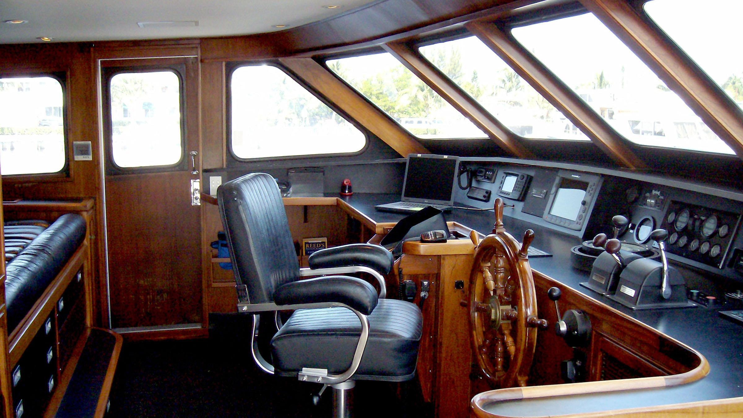 clarissa-yacht-helm