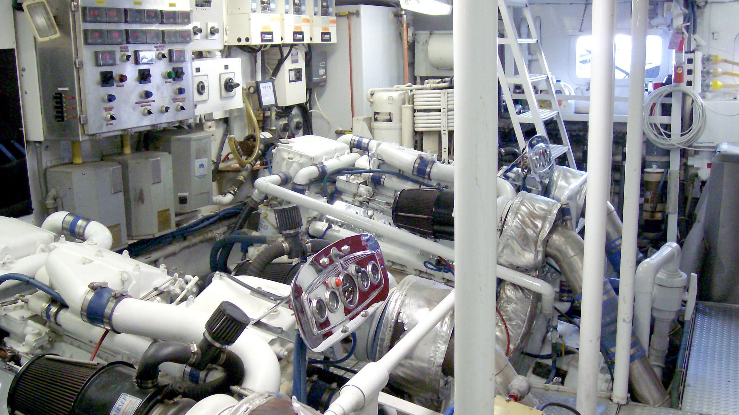 clarissa-yacht-engine