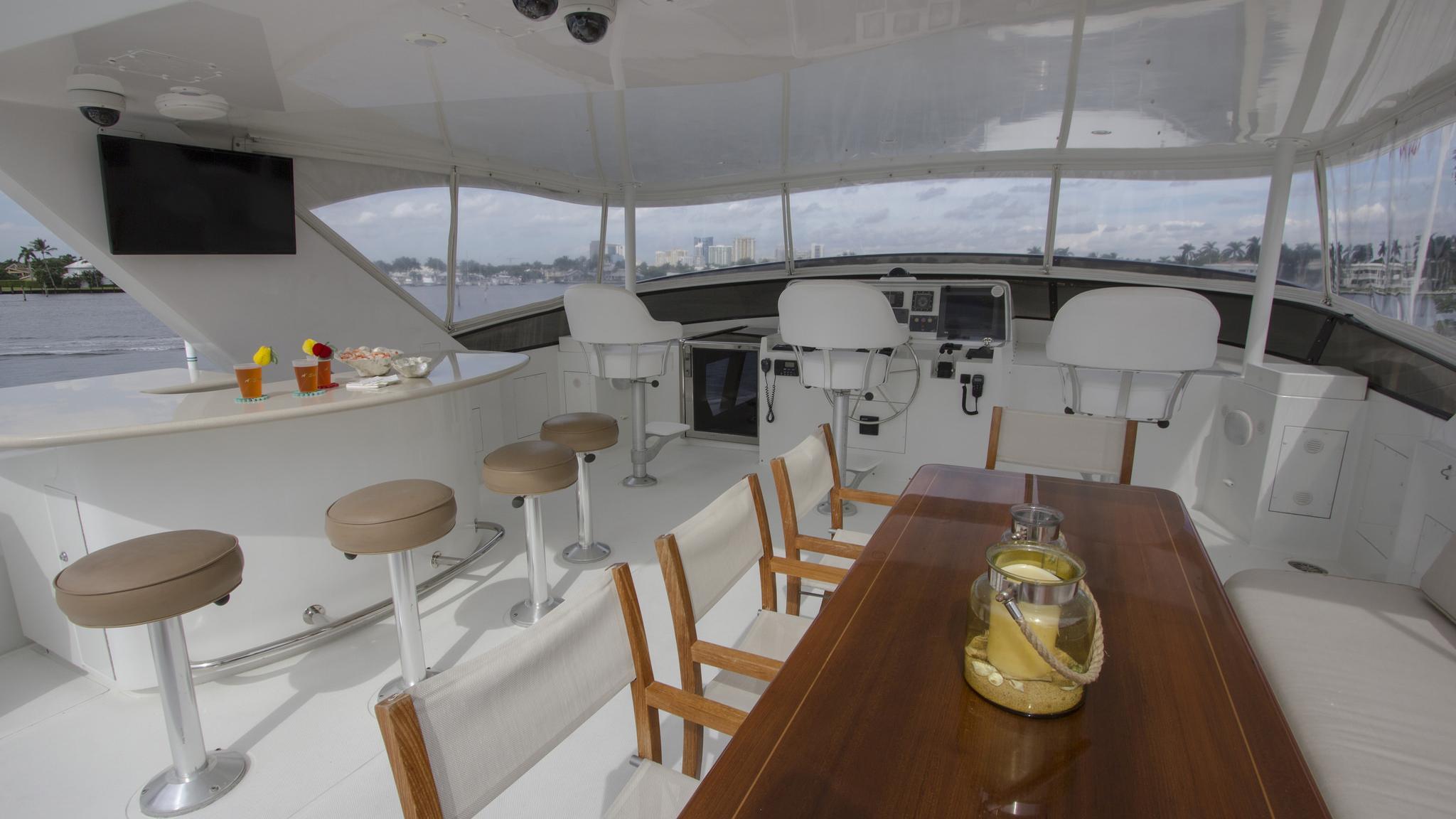 asalute-yacht-sun-deck-dining