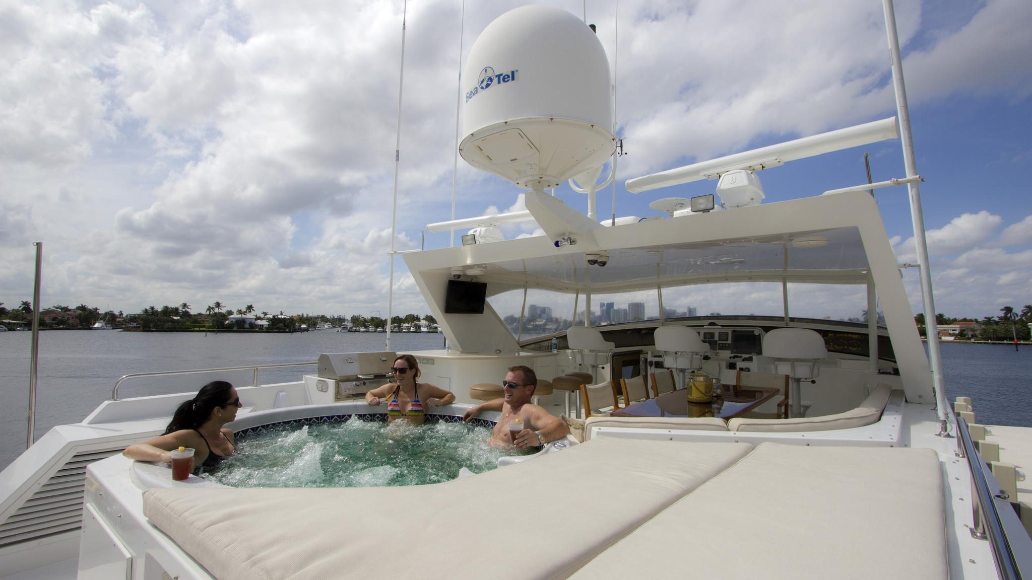 asalute-yacht-jacuzzi