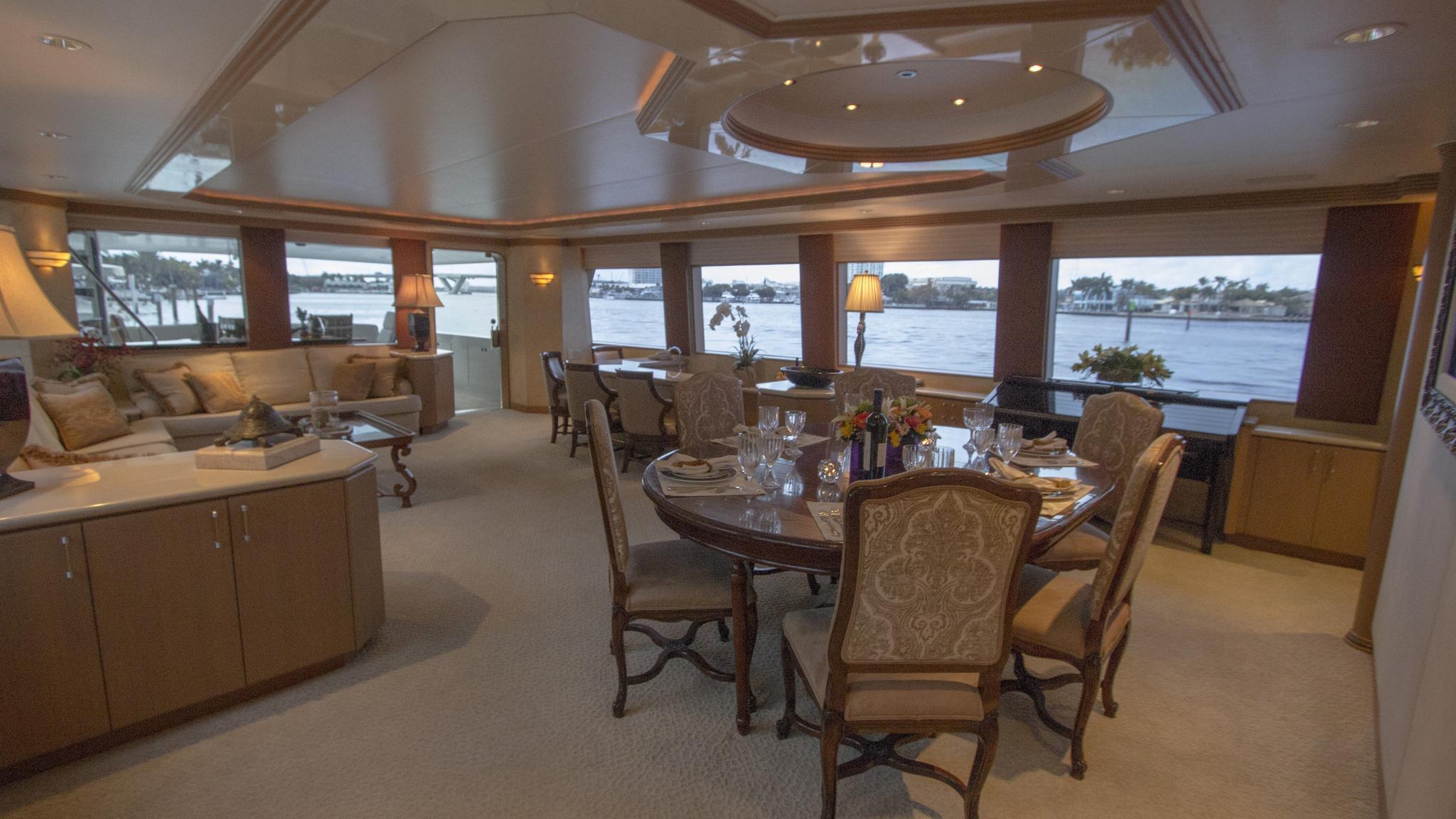 asalute-yacht-saloon