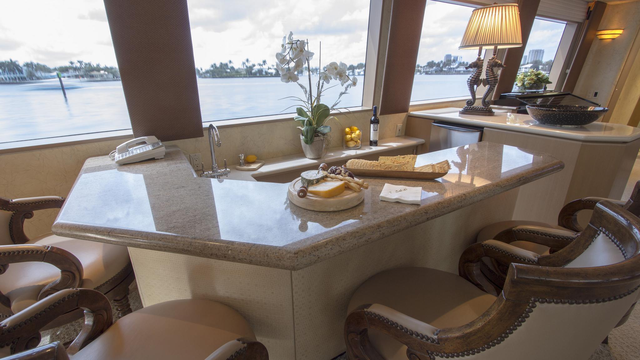 asalute-yacht-bar