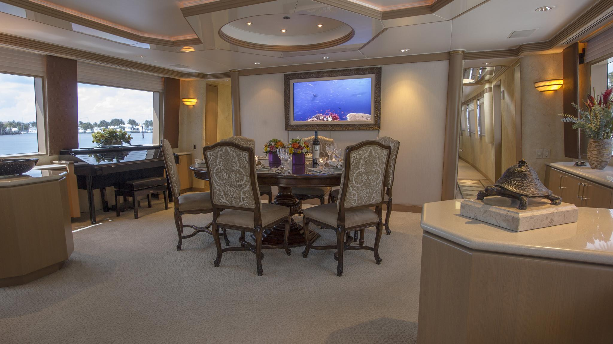 asalute-yacht-formal-dining