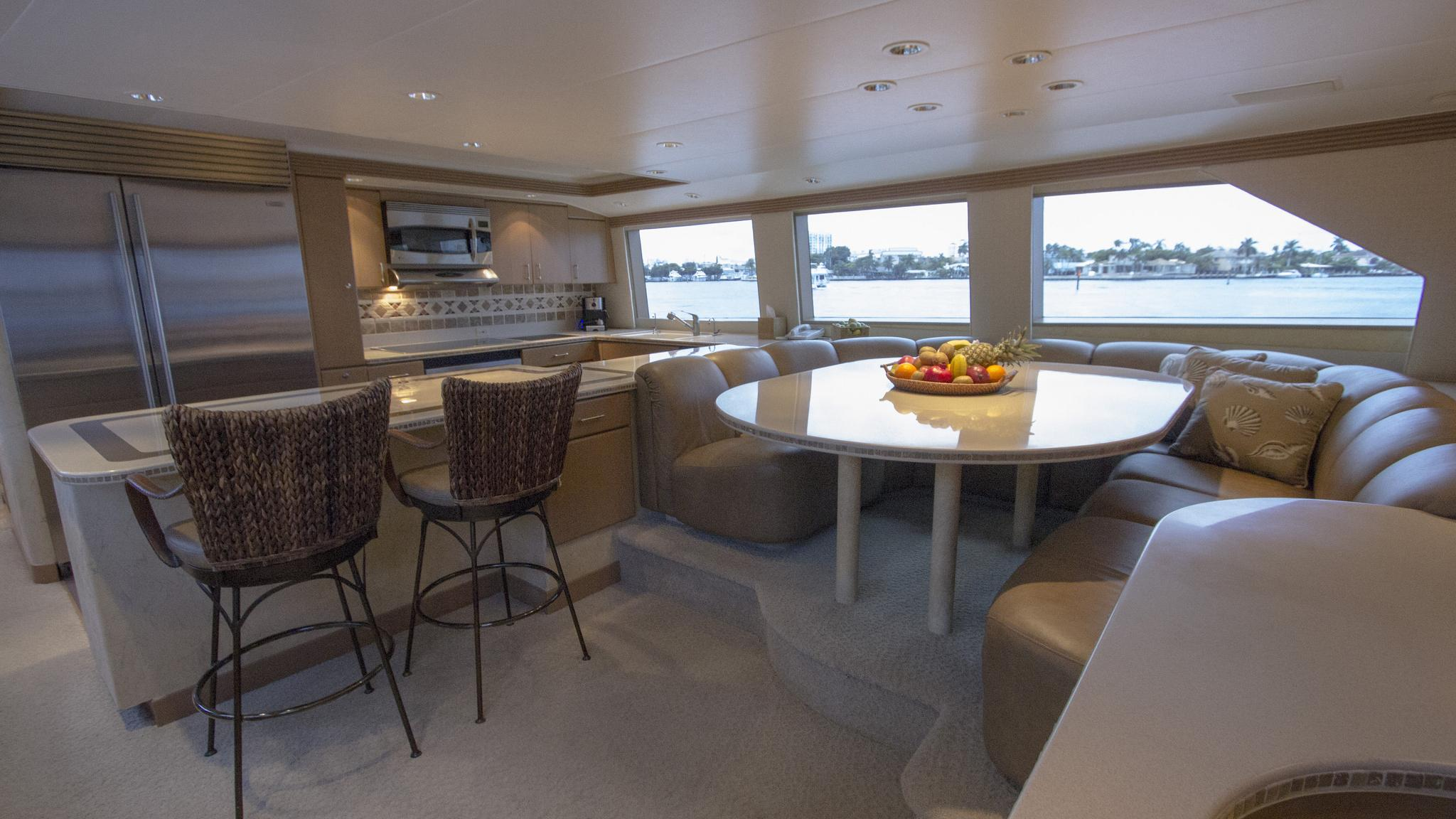 asalute-yacht-galley