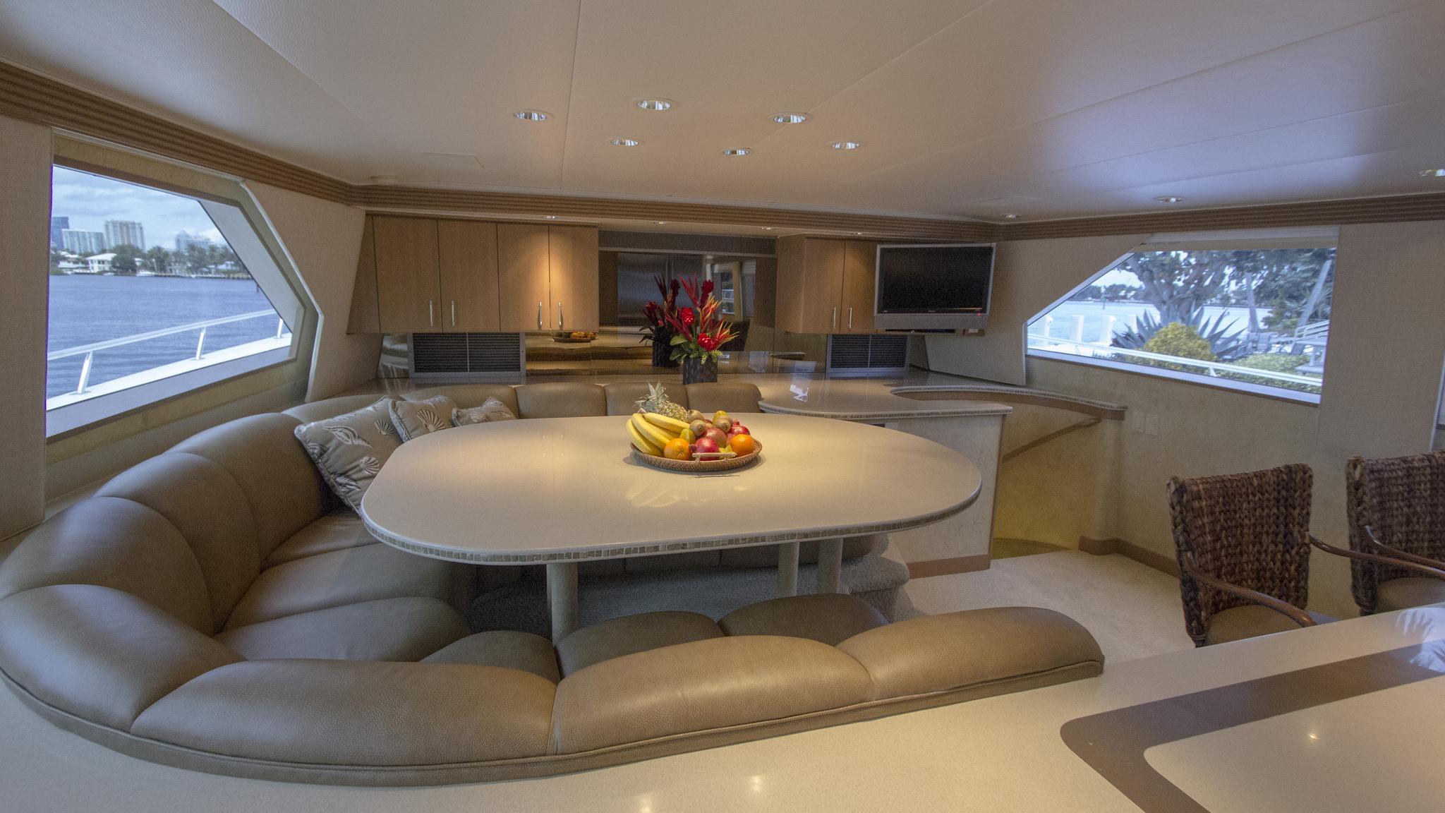 asalute-yacht-lounge