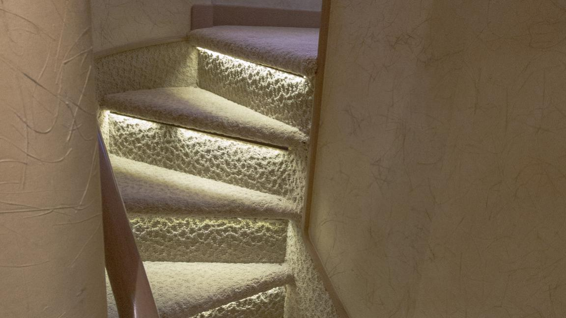 asalute-yacht-staircase