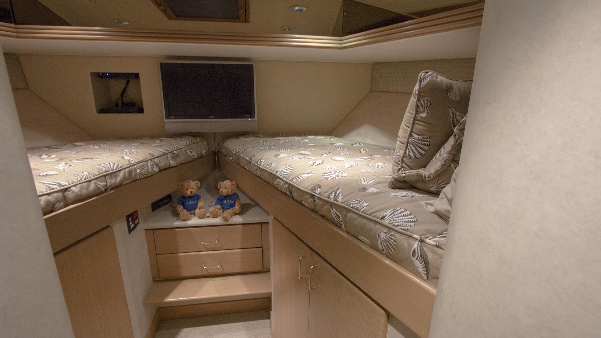 asalute-yacht-twin-cabin