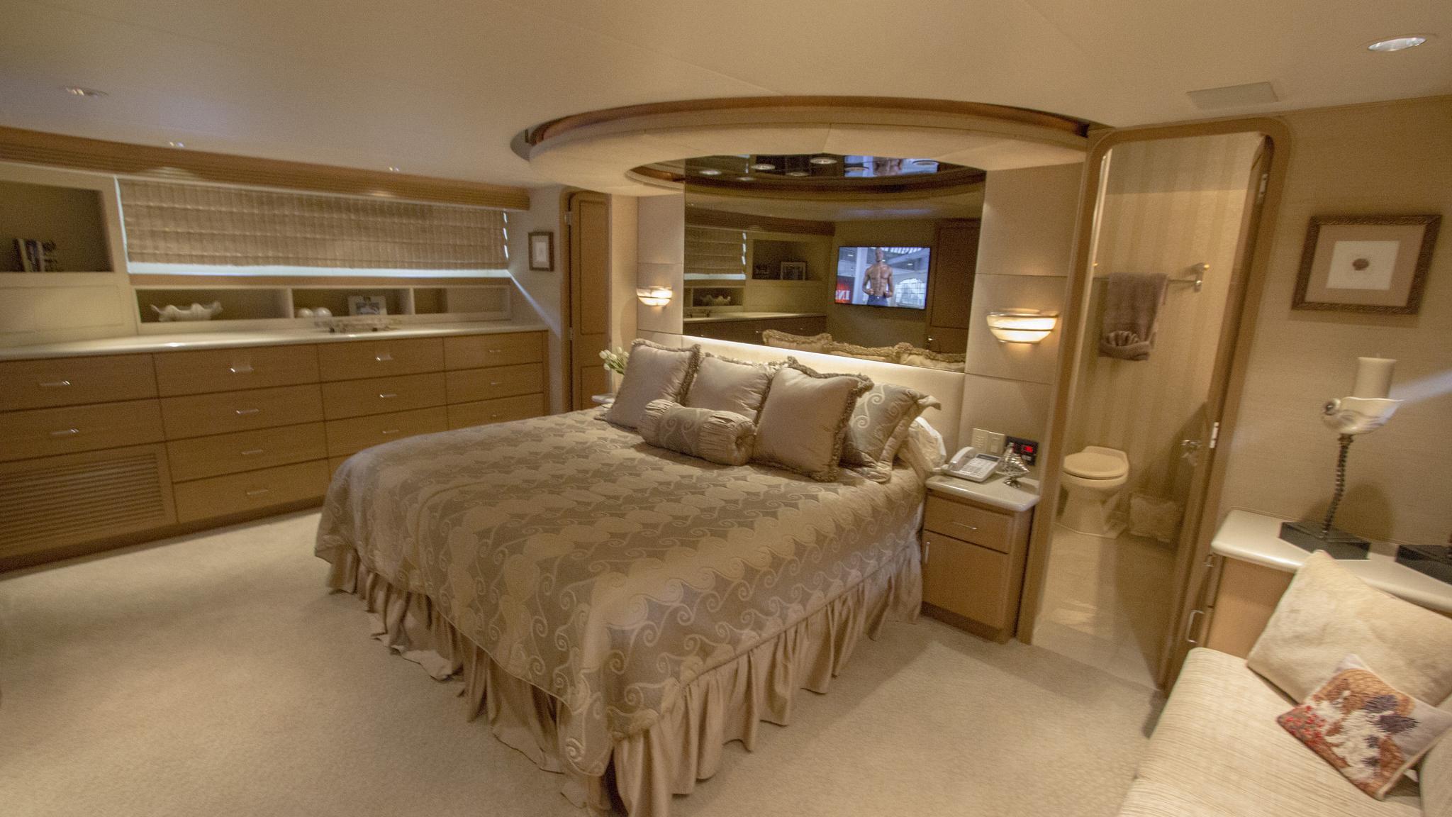 asalute-yacht-master-cabin