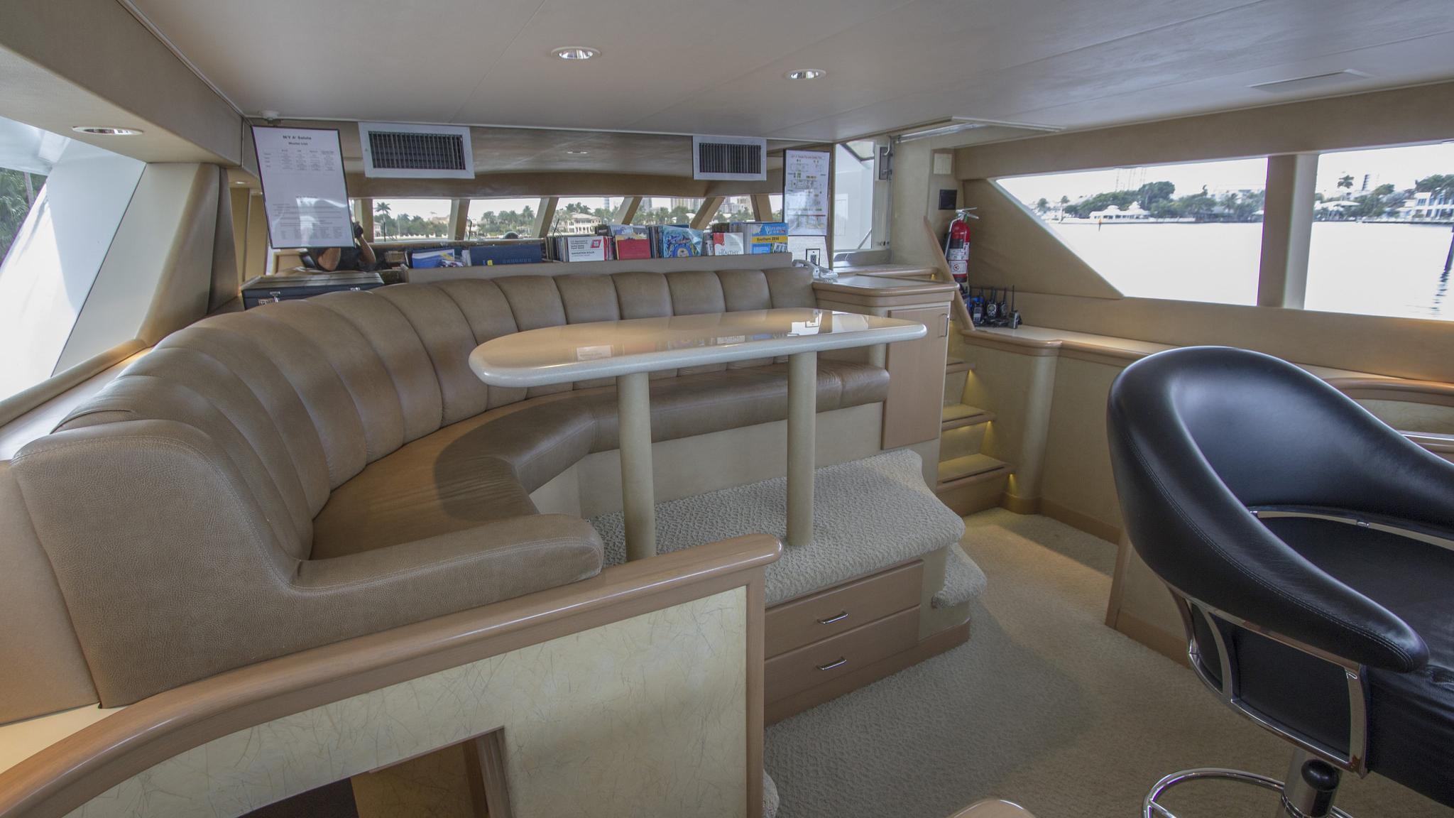 asalute-yacht-helm-lounge