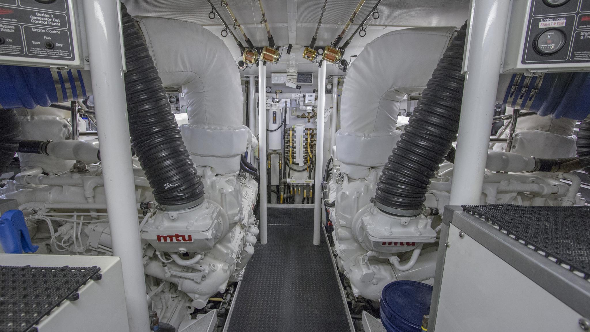 asalute-yacht-engineroom