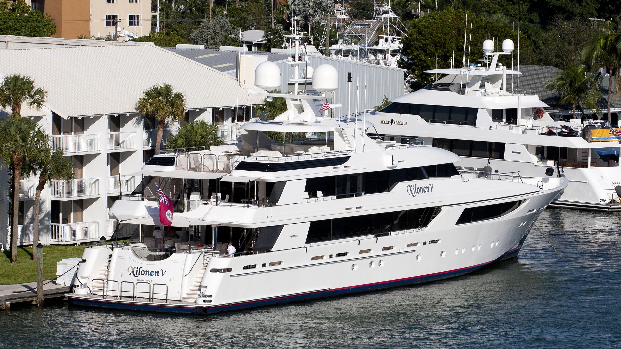 aquavita-yacht-exterior