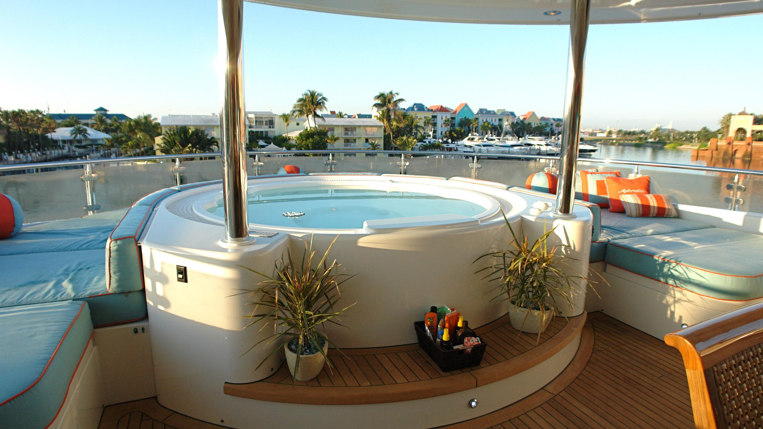 aphrodite-yacht-for-sale-jacuzzi
