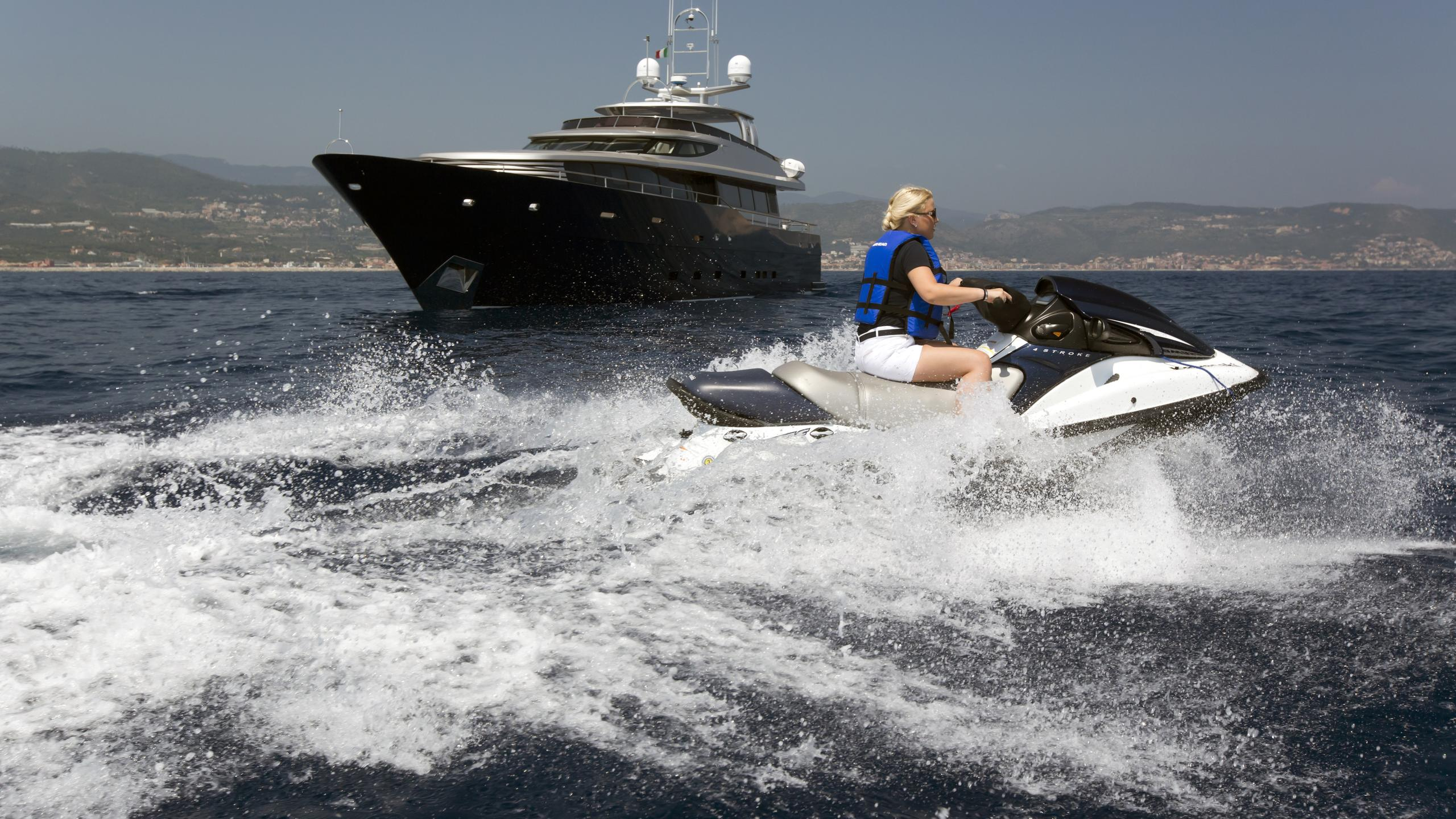 xo-of-the-seas-yacht-jetski