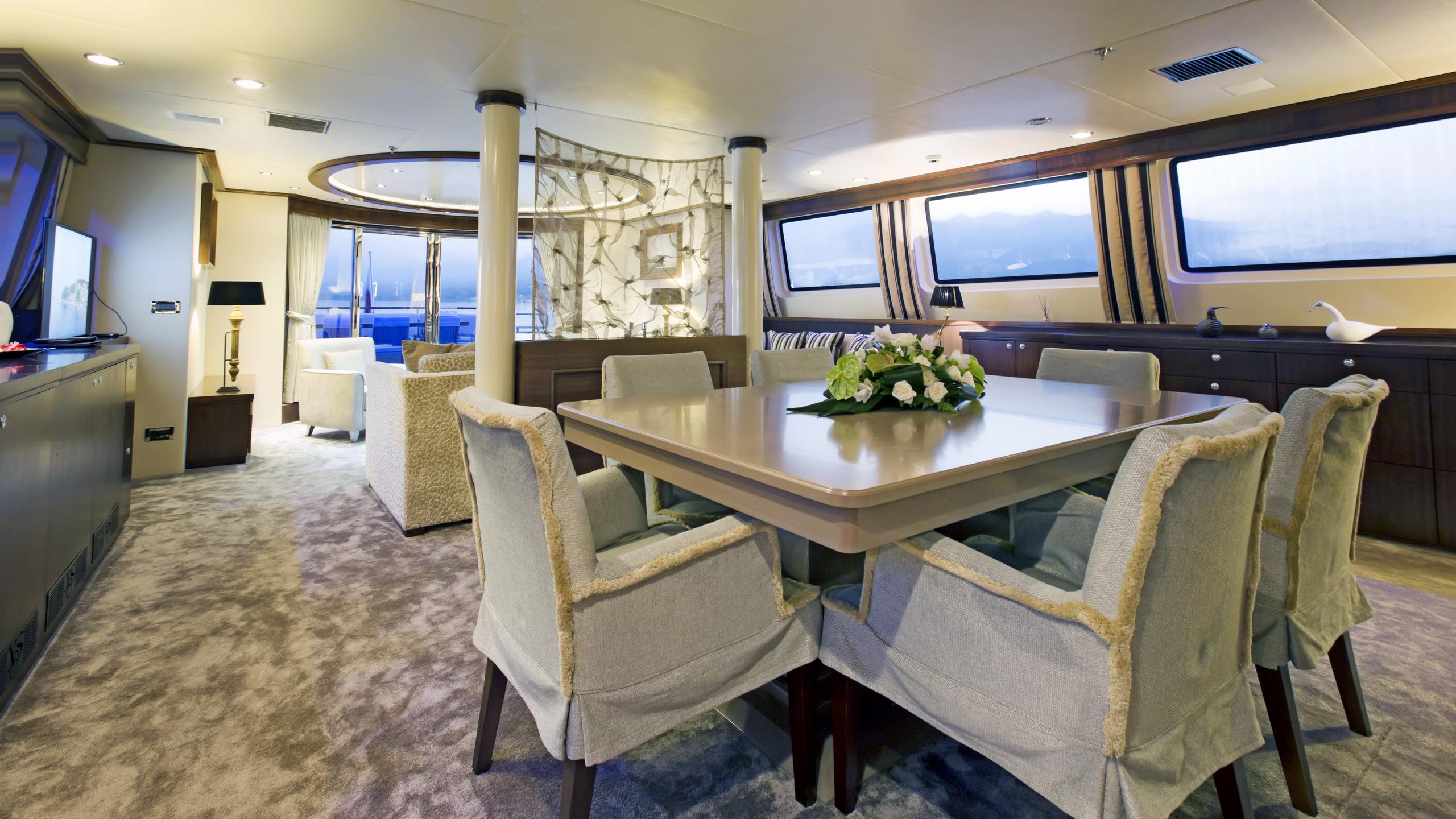 xo-of-the-seas-yacht-formal-dining