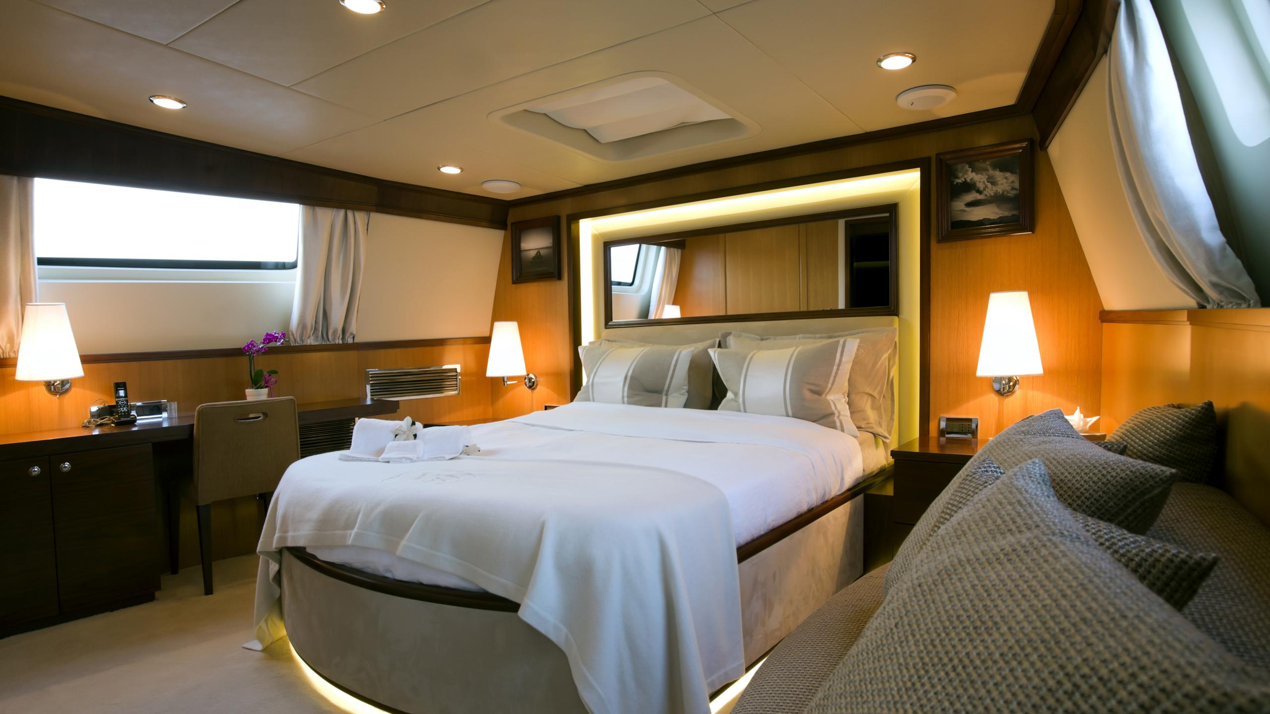 xo-of-the-seas-yacht-master-cabin
