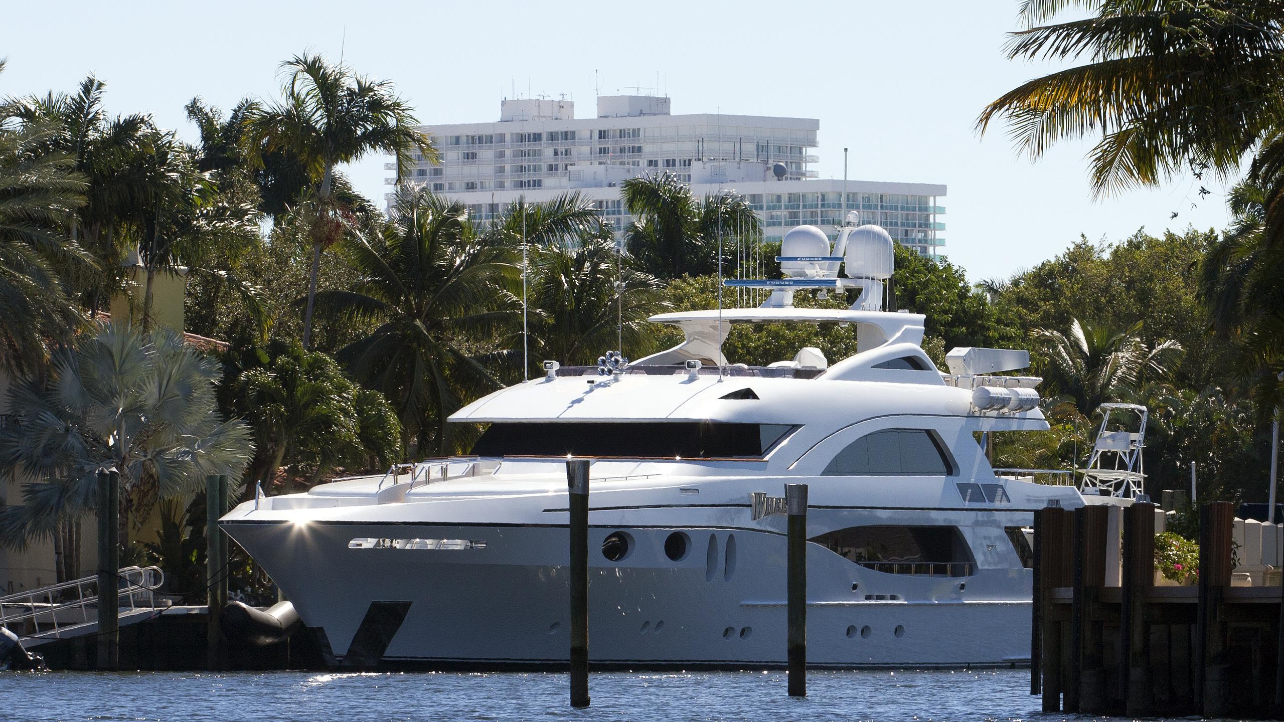 wheels-yacht-exterior