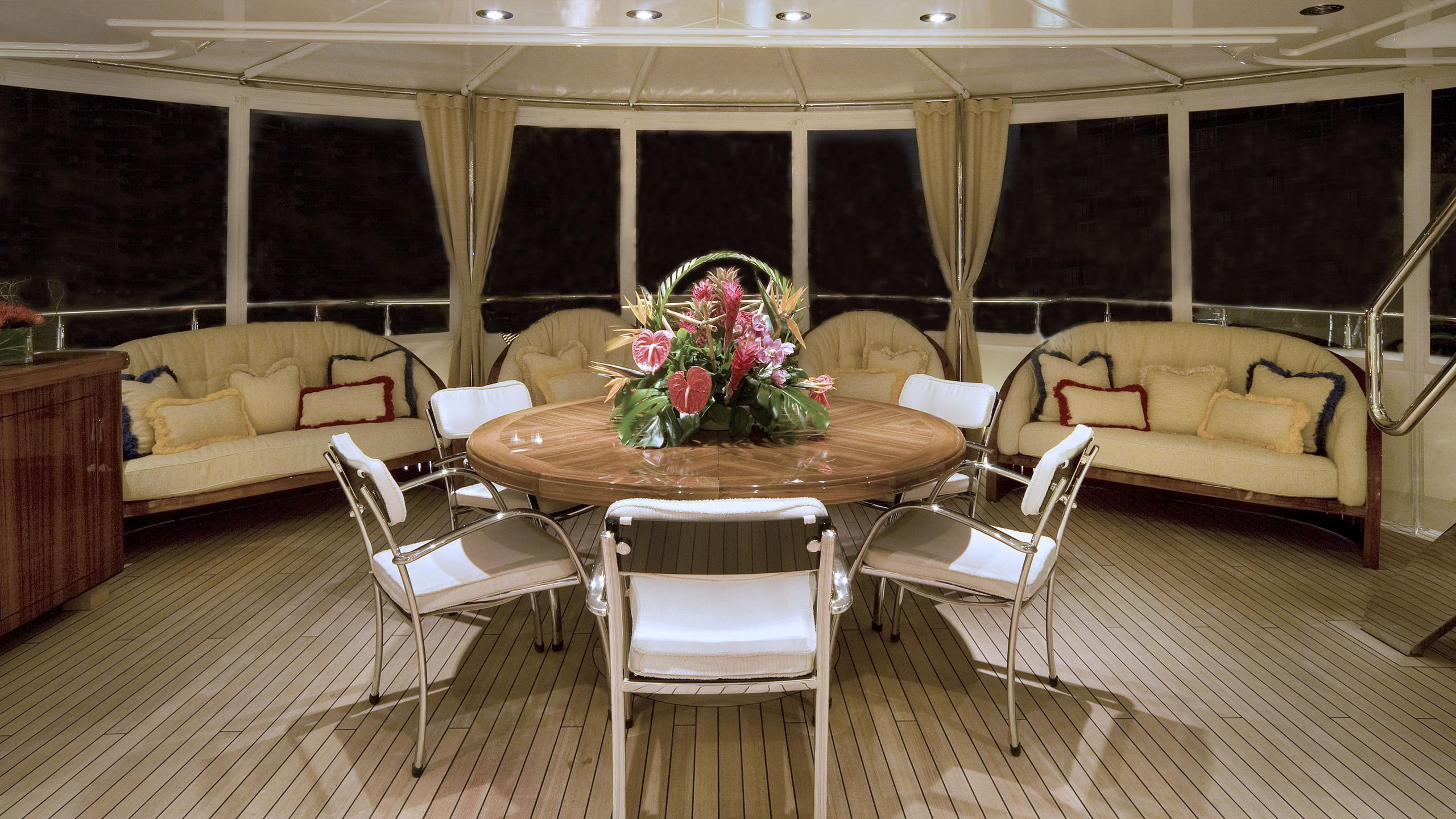 harmony-yacht-aft-dining