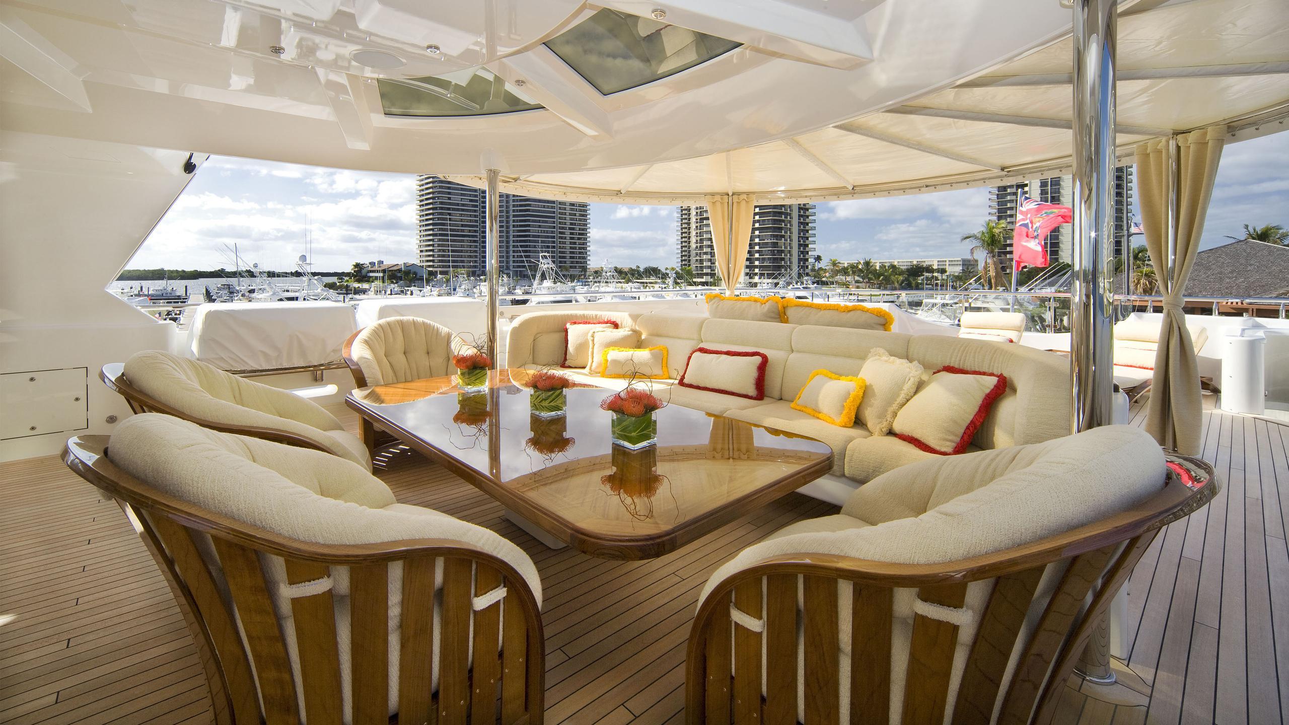 harmony-yacht-aft-sun-dining