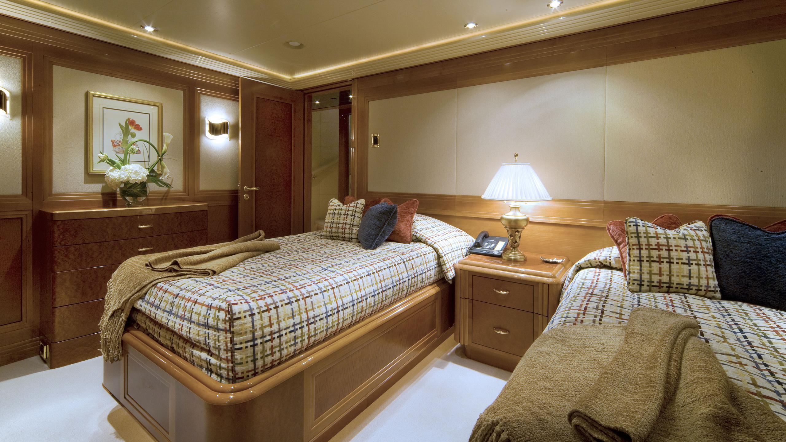 harmony-yacht-twin-cabin