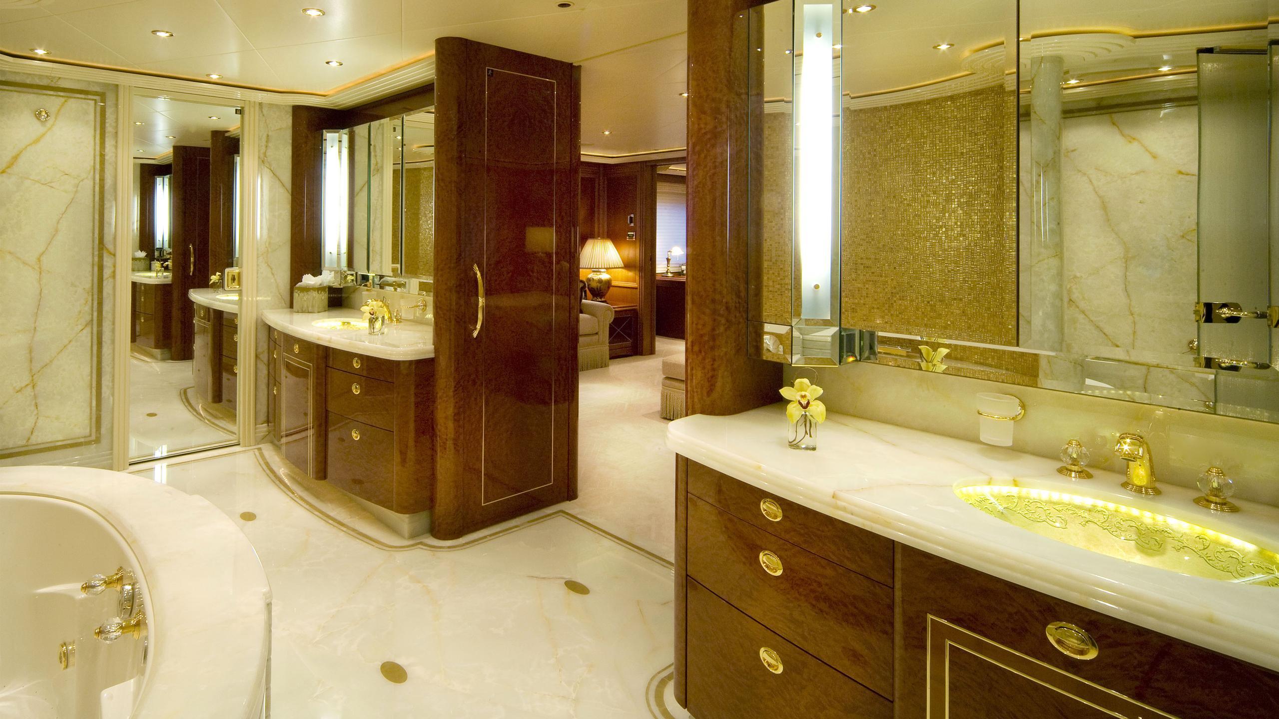 harmony-yacht-bathroom