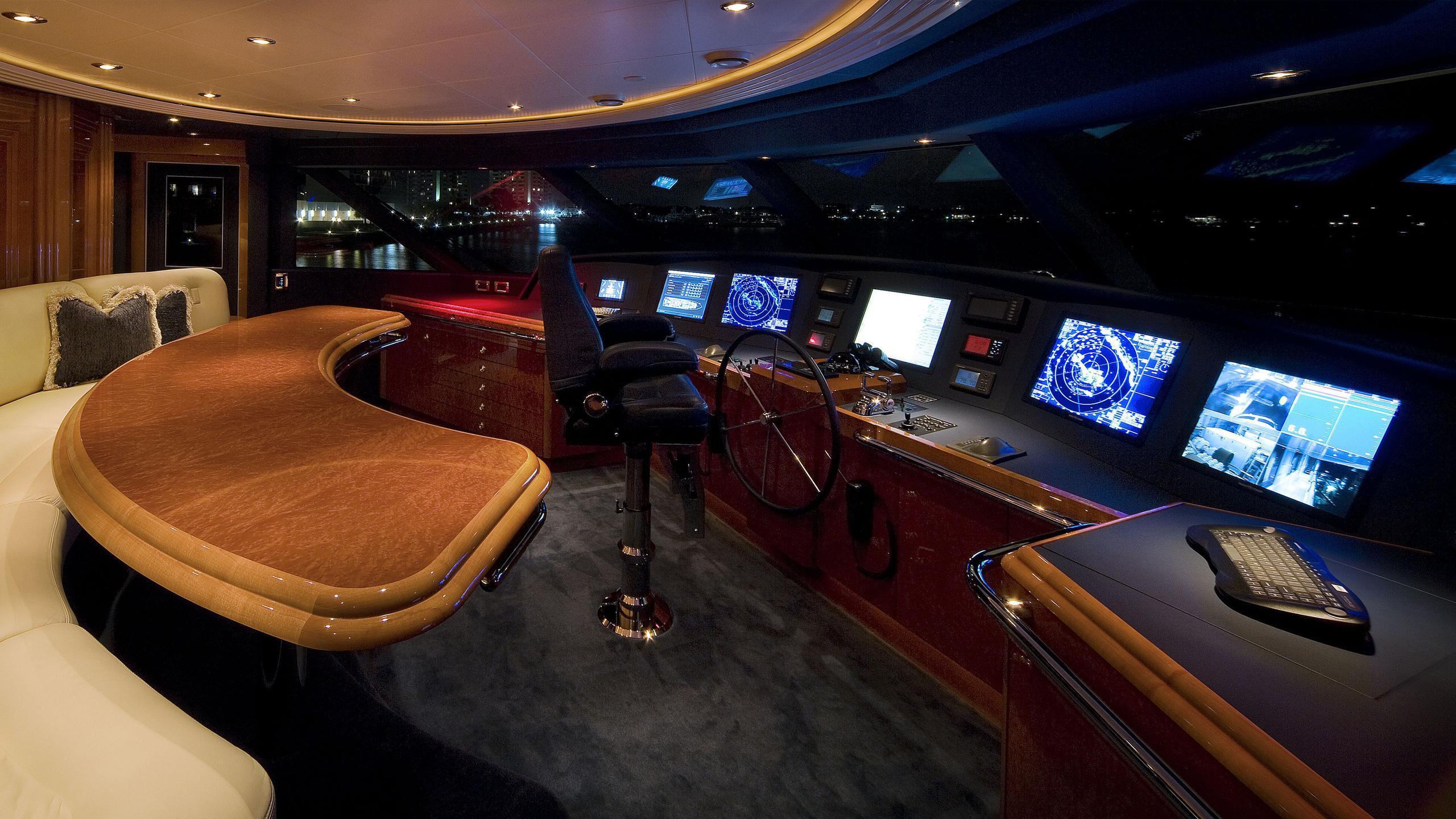harmony-yacht-helm