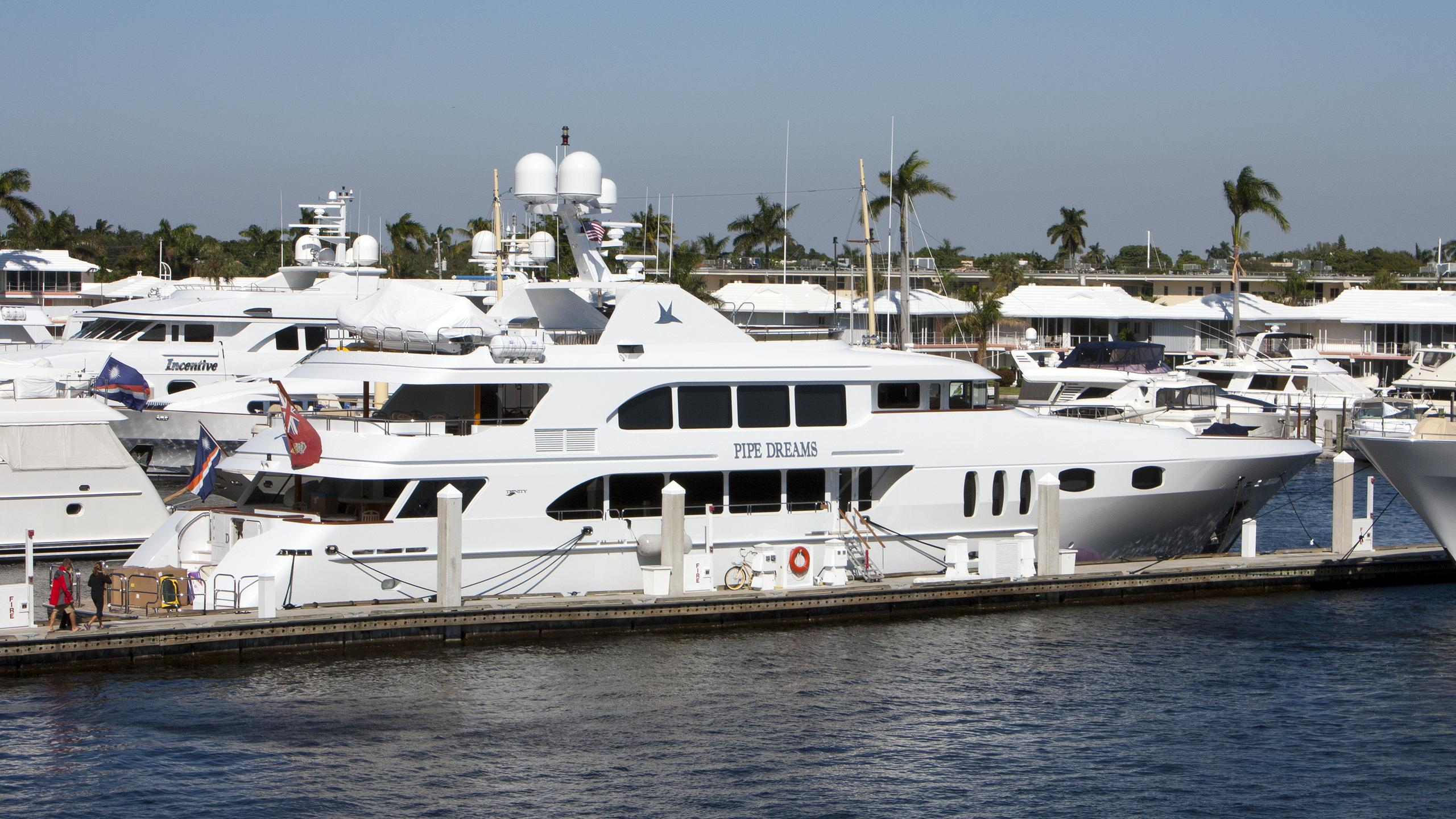 pipe-dreams-yacht-exterior