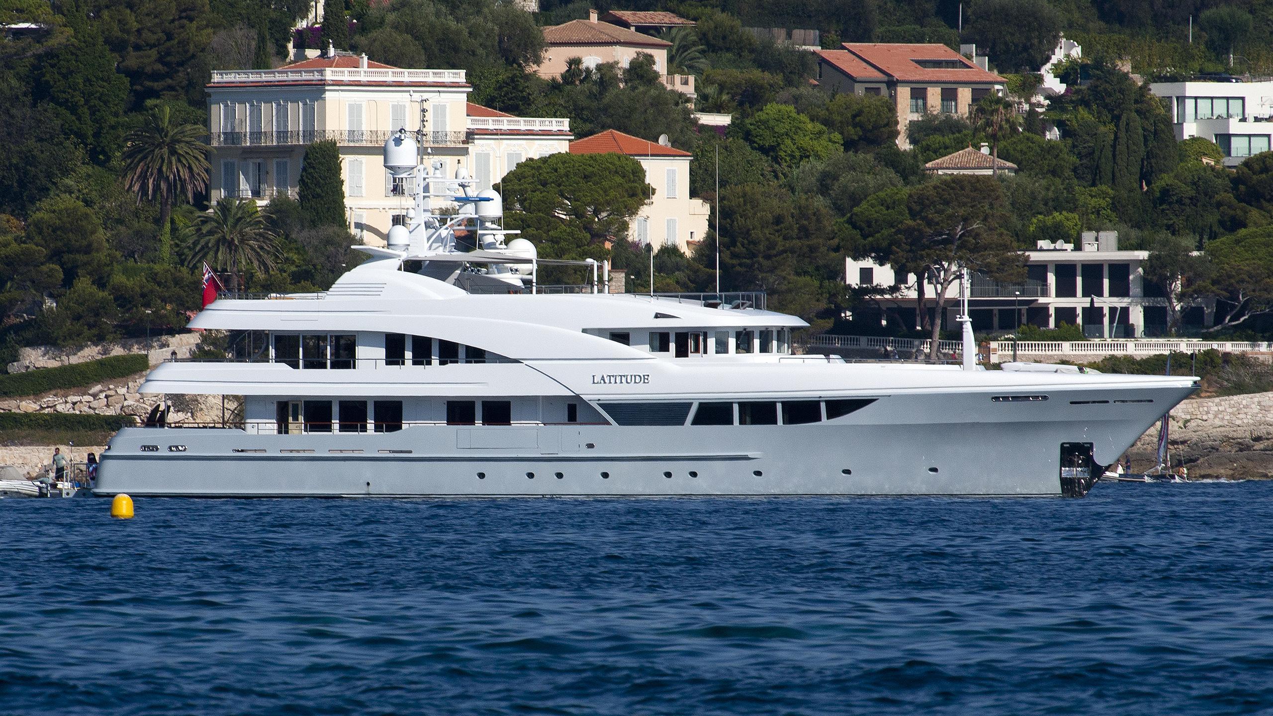 latitude-yacht-exterior