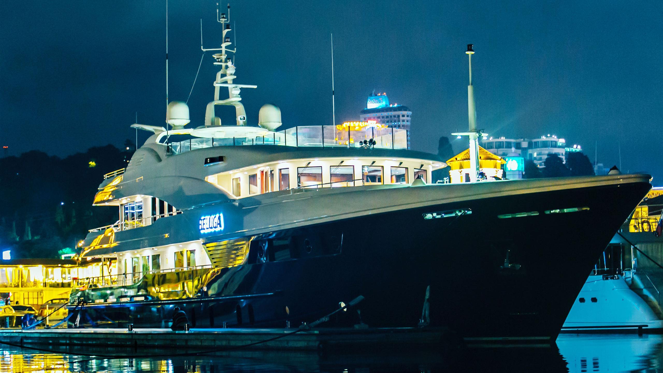 beluga-yacht-at-night