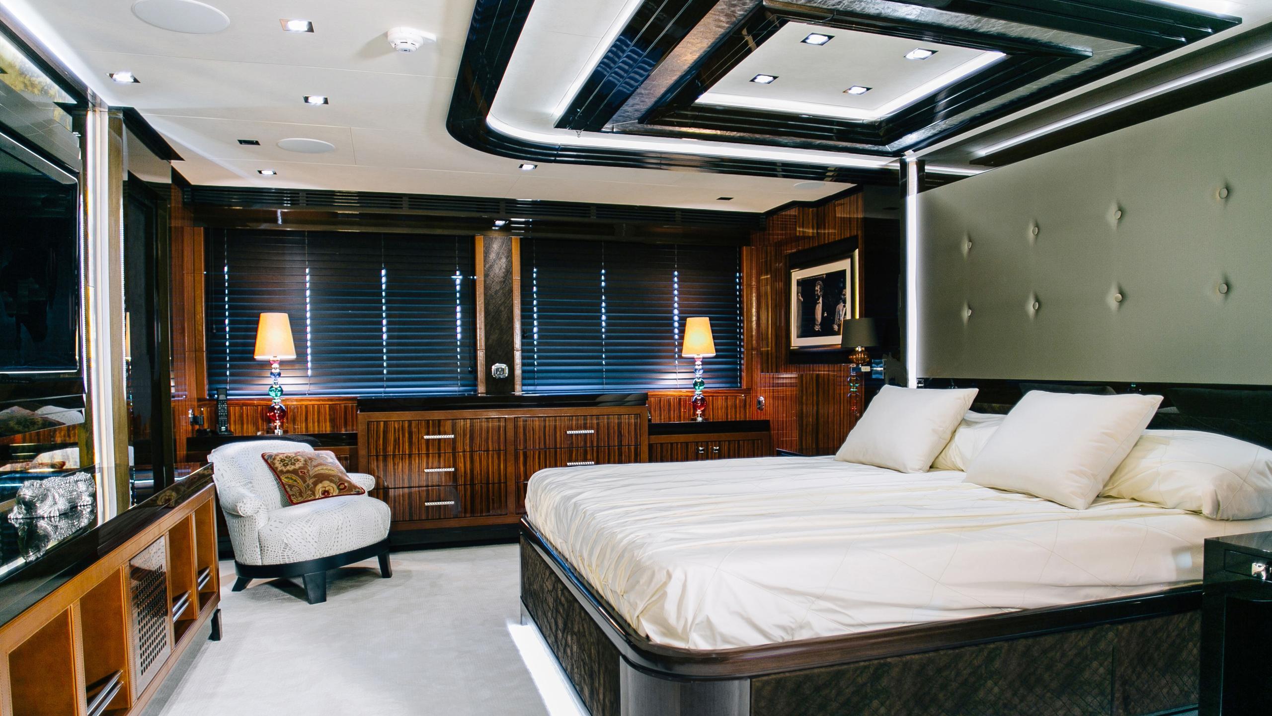 beluga-yacht-double-cabin