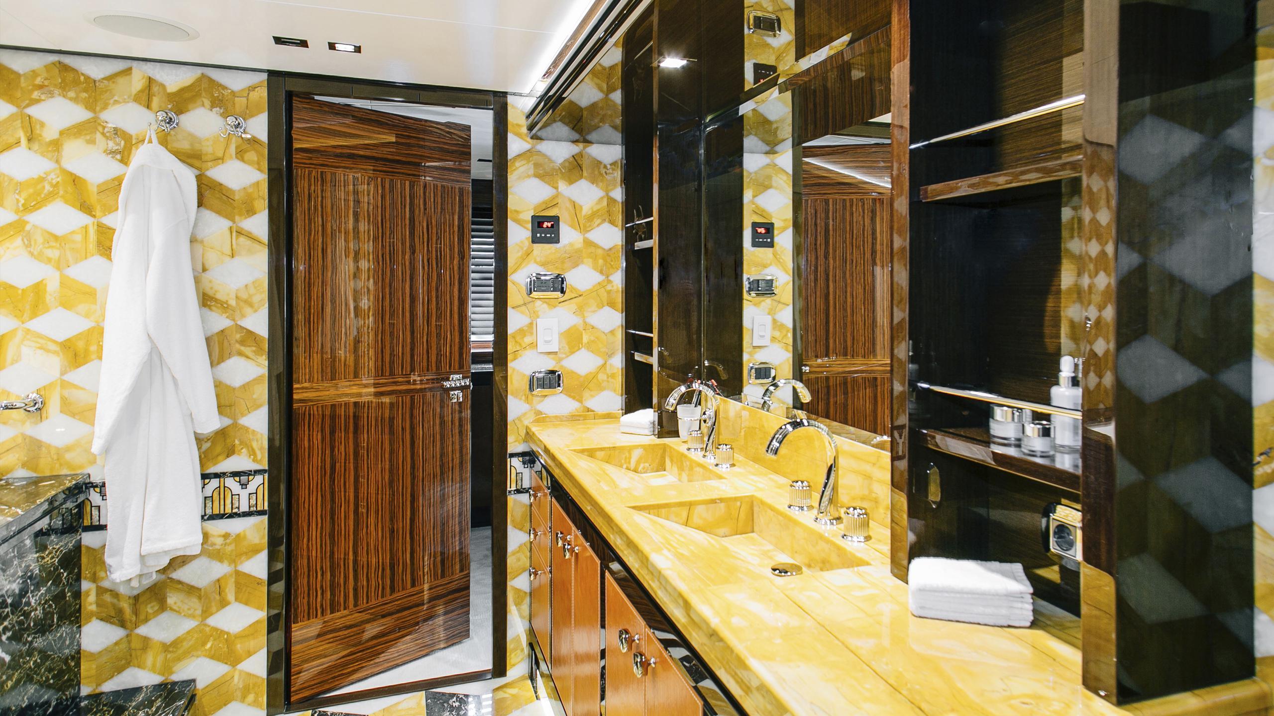 beluga-yacht-bathroom