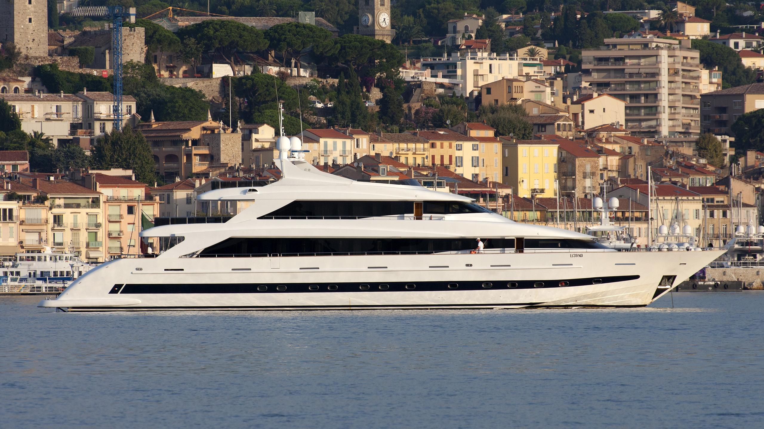 villa-sul-mar-yacht-exterior