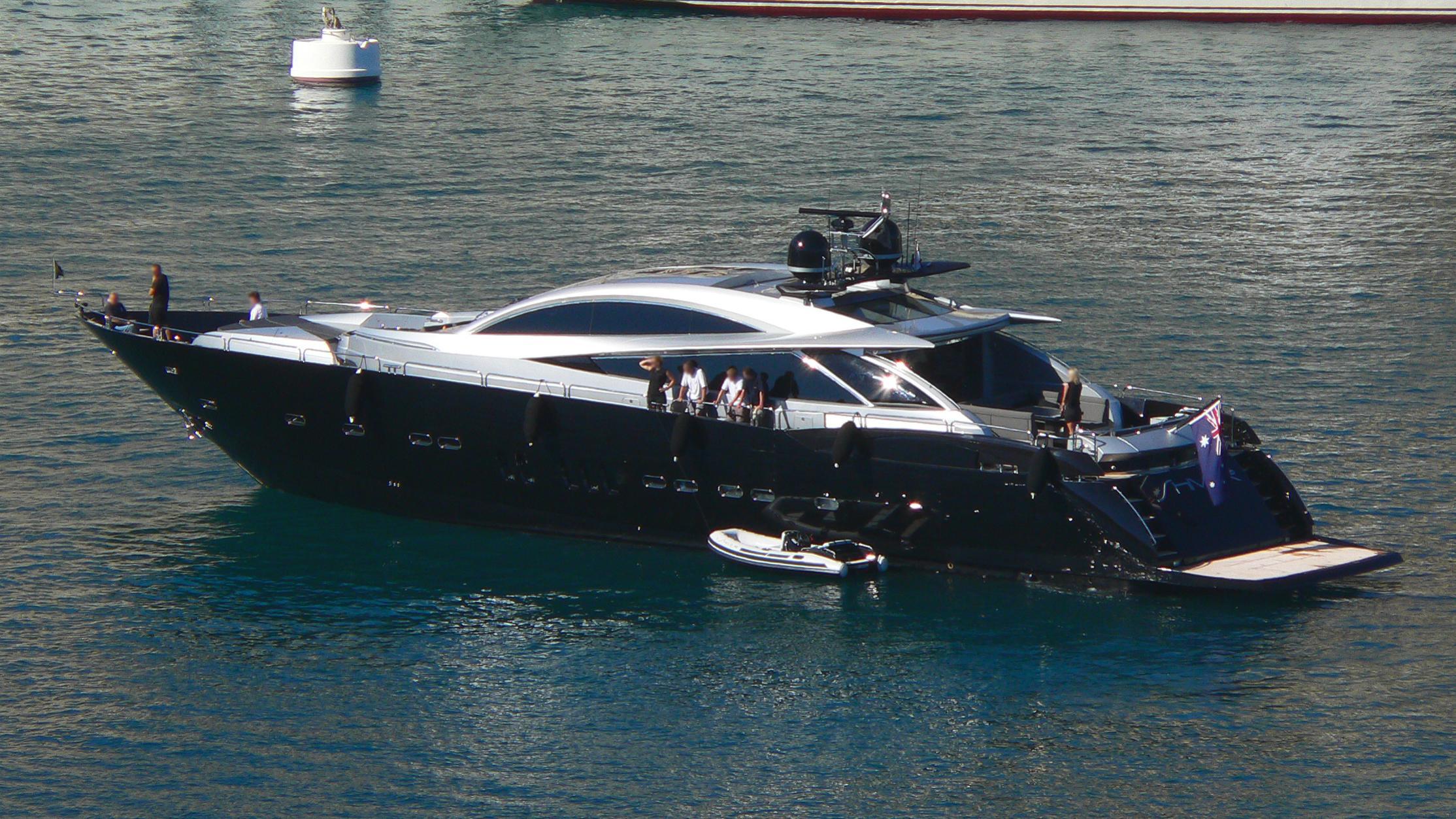 mima-yacht-exterior