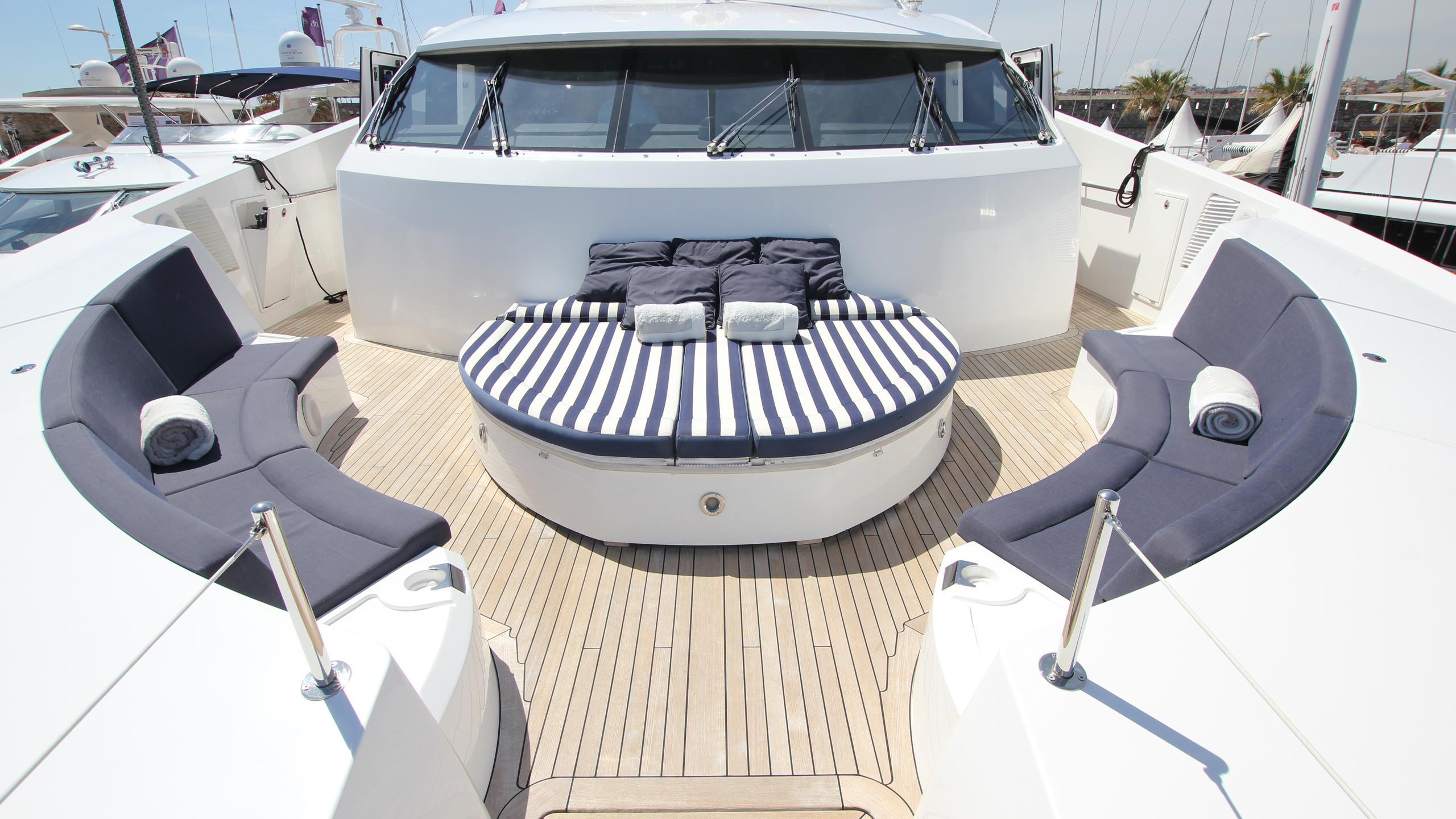 devocean-yacht-fore-deck