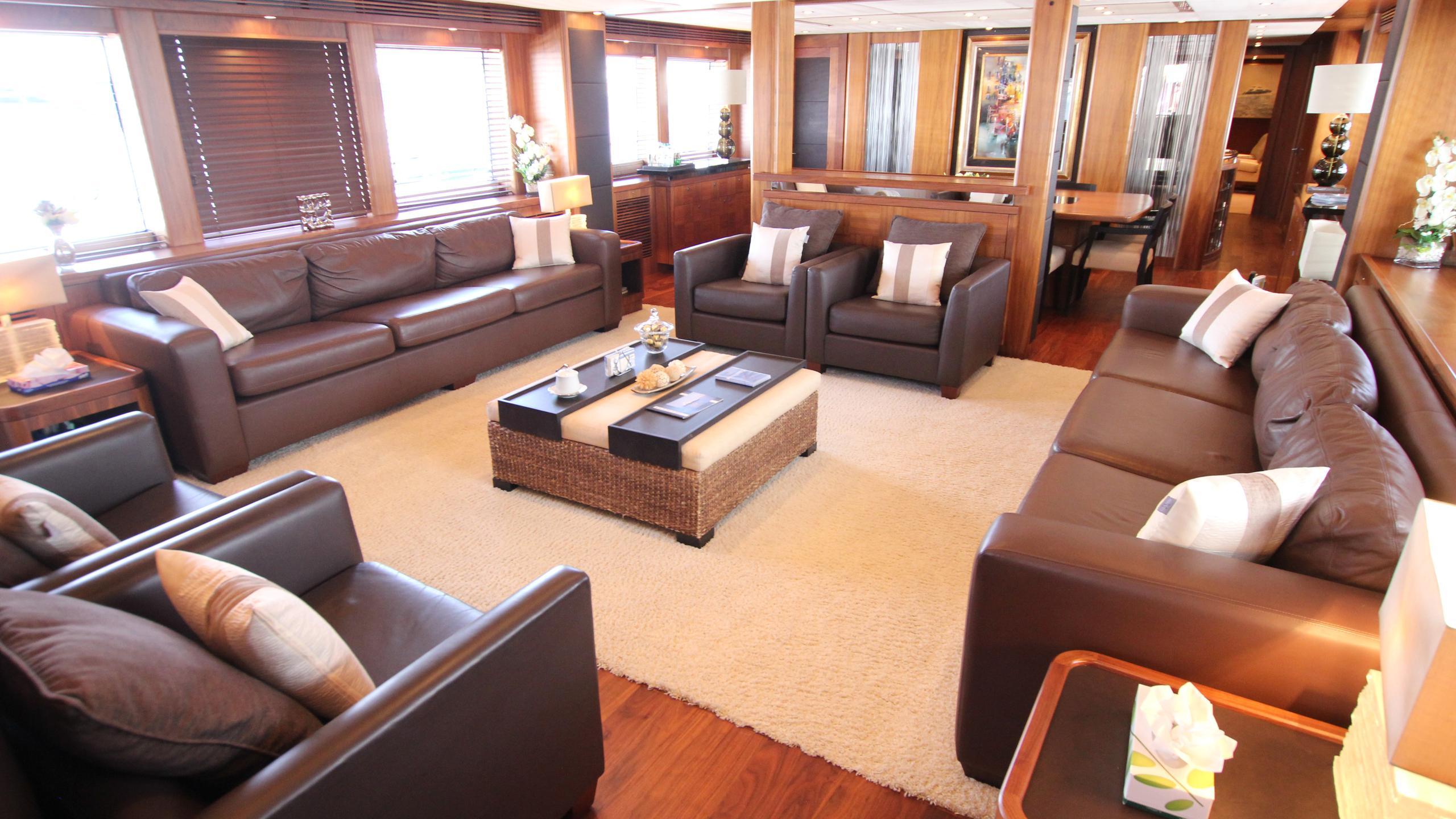 devocean-yacht-saloon