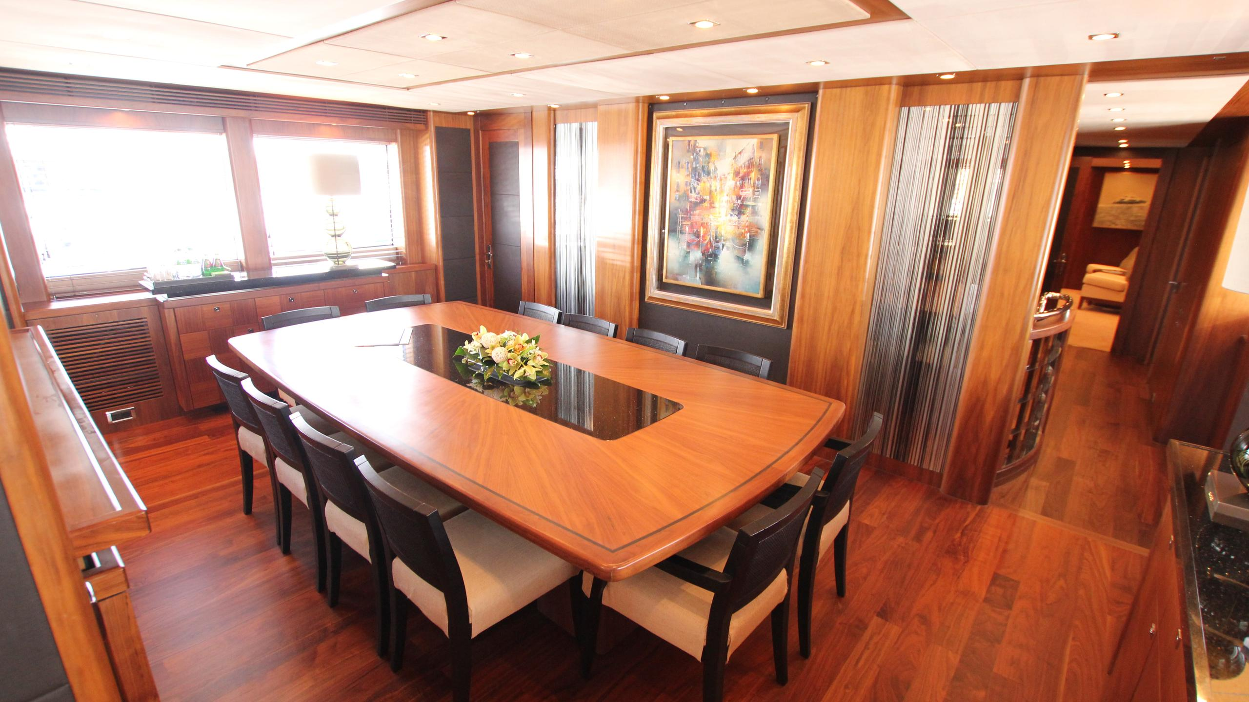 devocean-yacht-formal-dining
