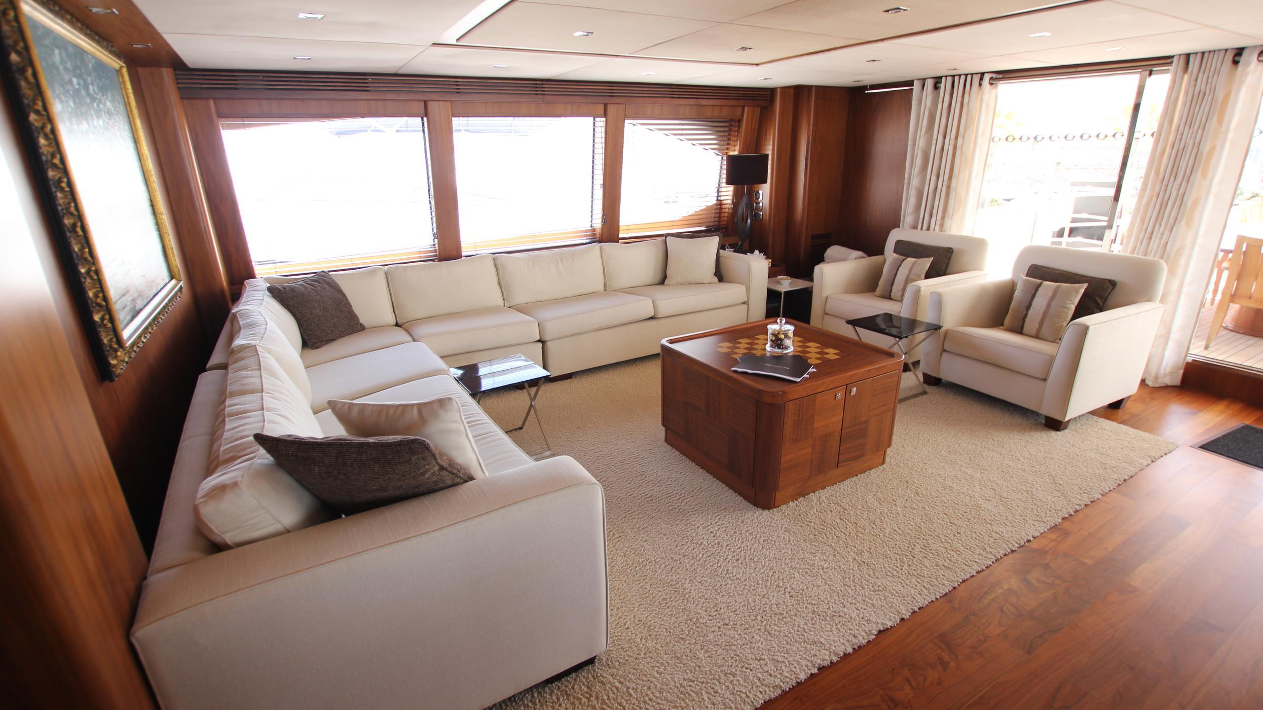devocean-yacht-sky-lounge