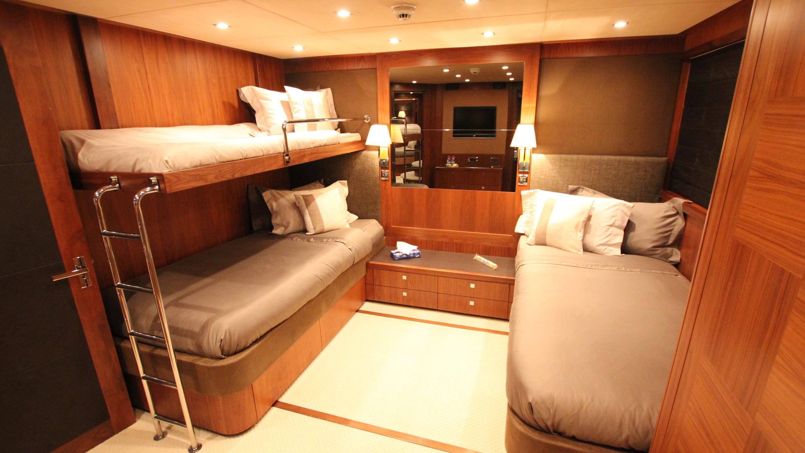 devocean-yacht-triple-cabin