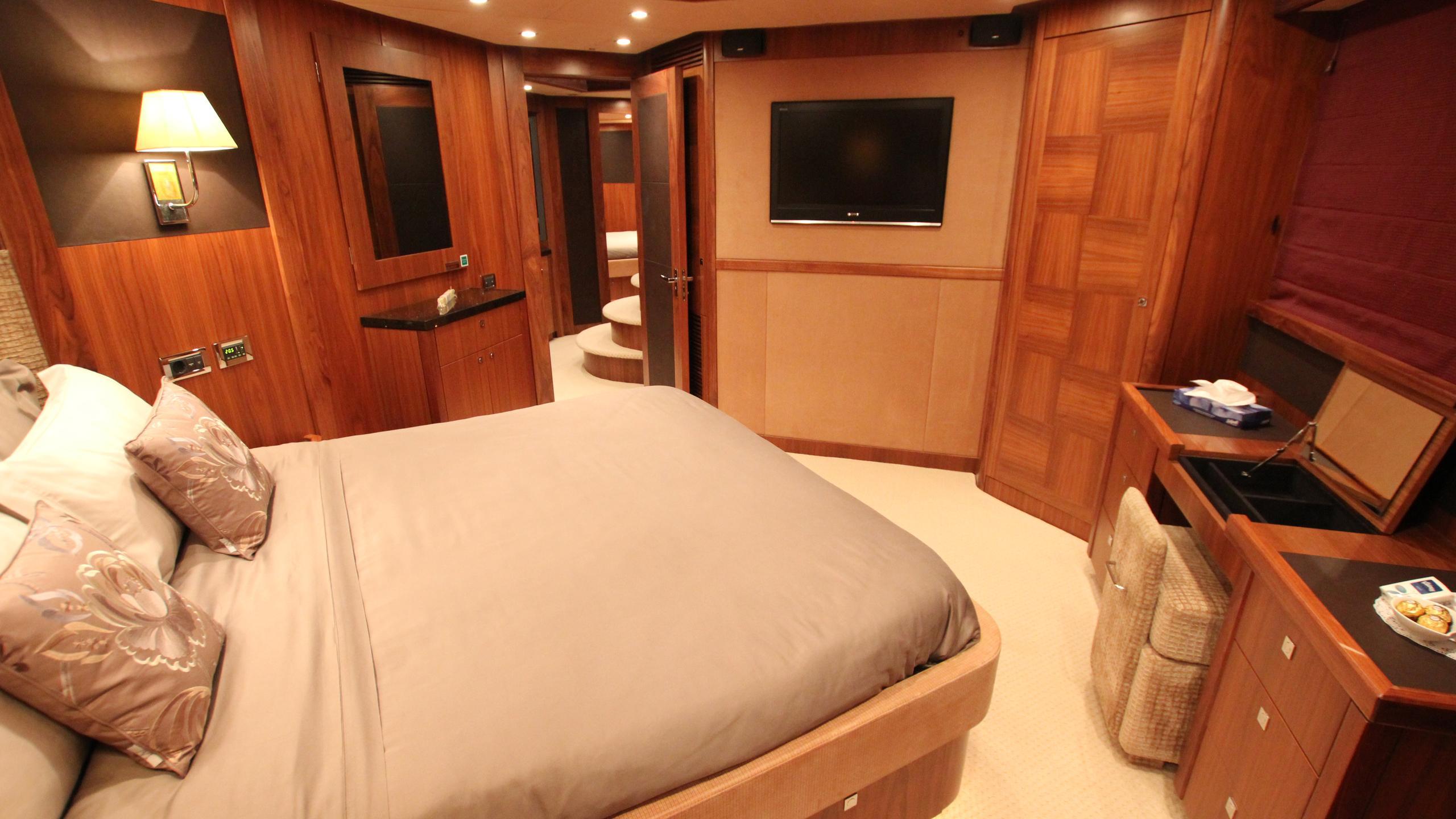 devocean-yacht-double-cabin