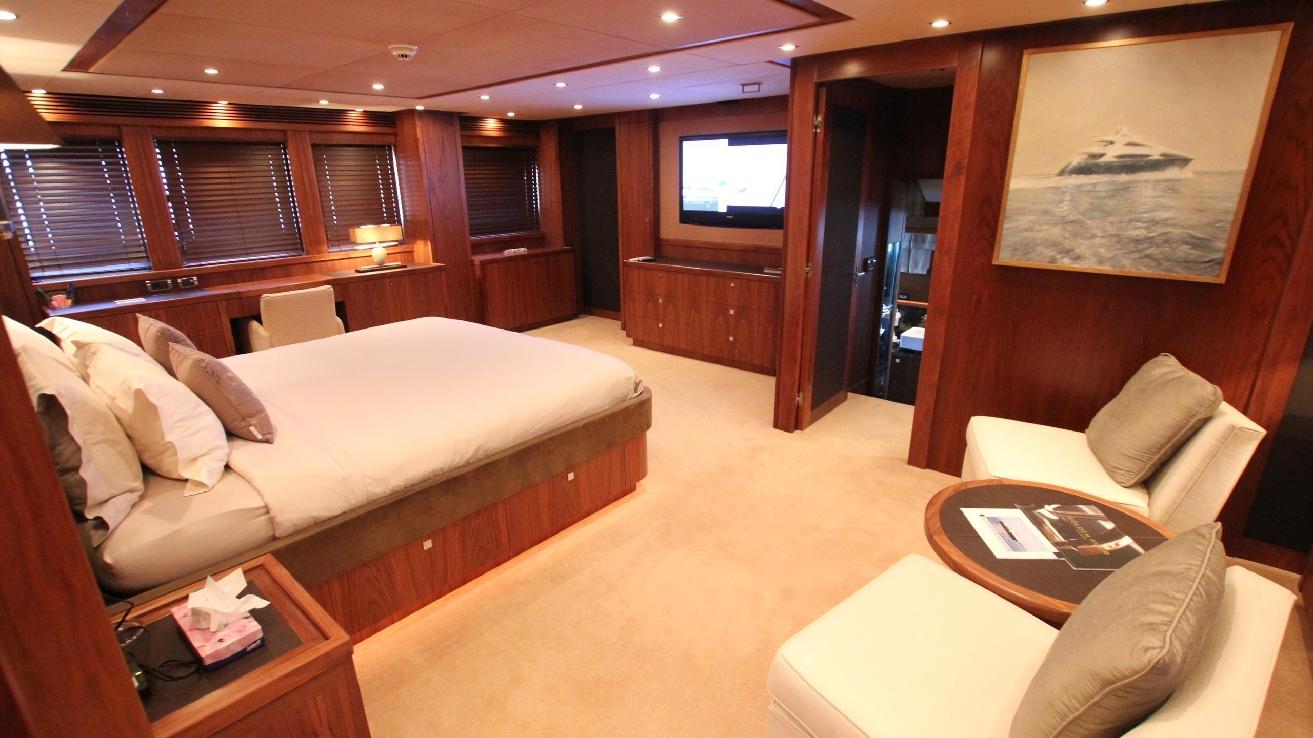 devocean-yacht-master-cabin