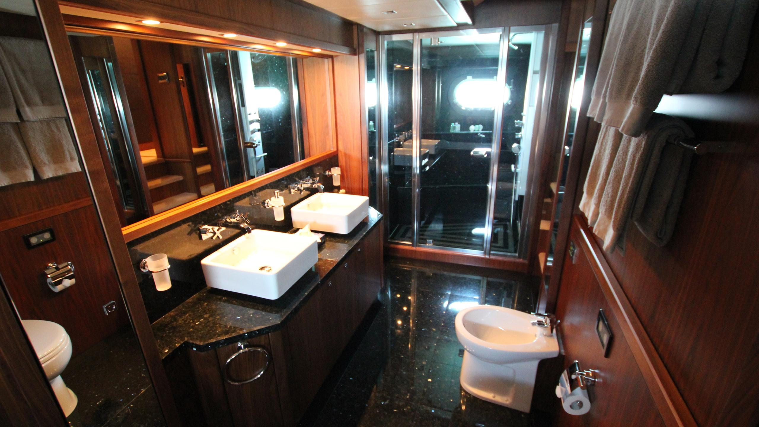 devocean-yacht-master-bathroom