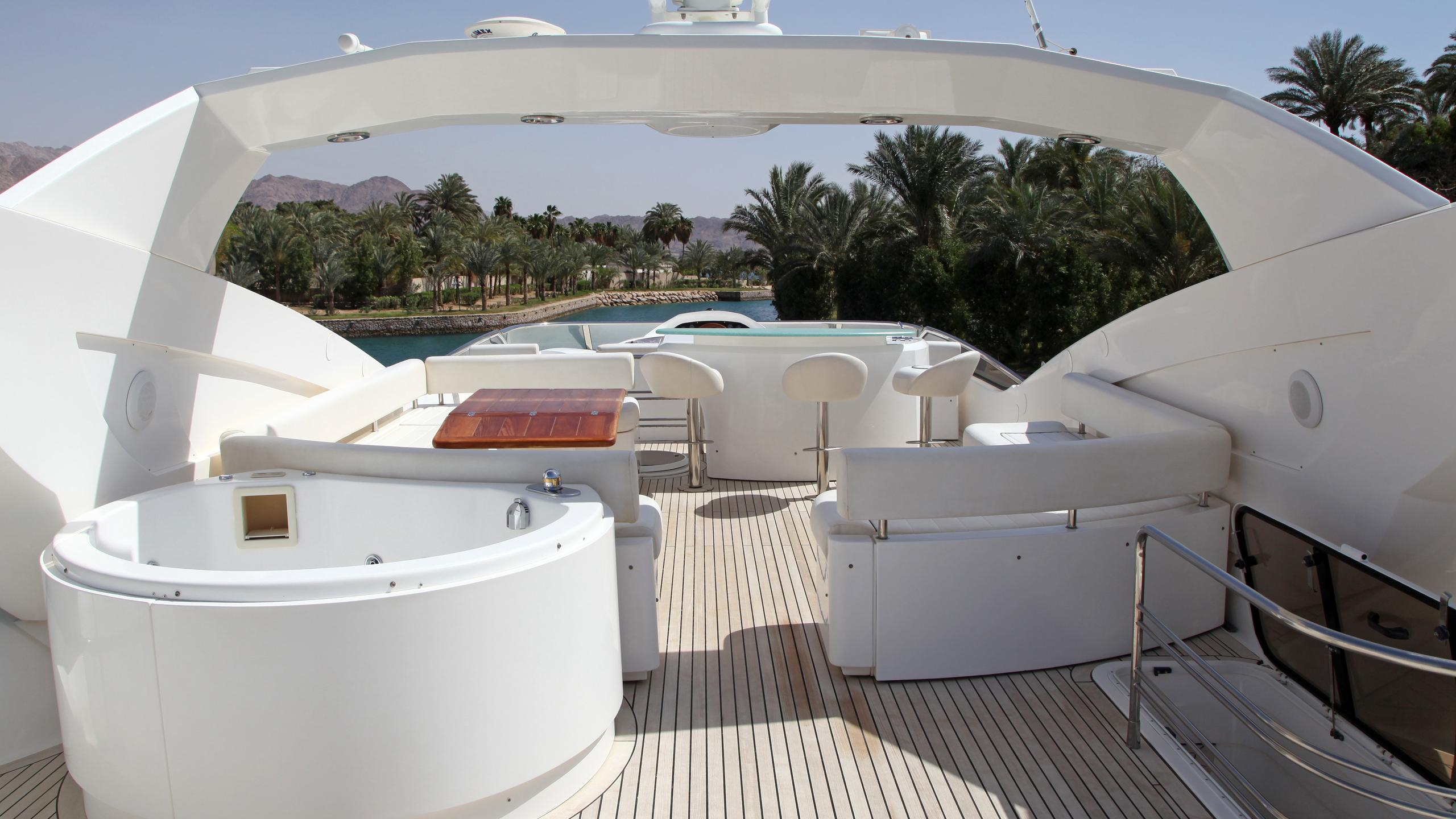 sunseeker-94-yacht-jacuzzi
