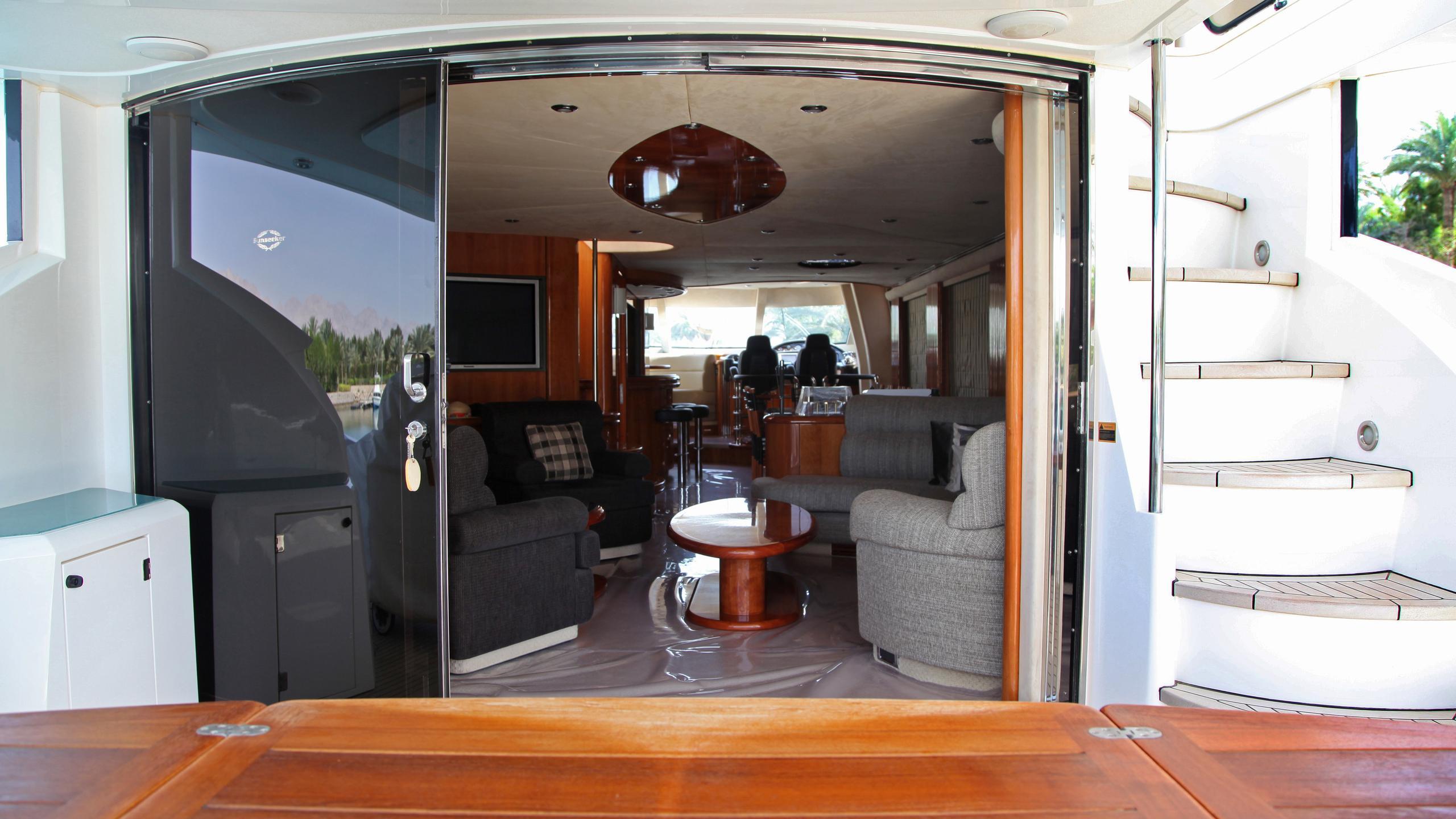 sunseeker-94-yacht-aft-dining